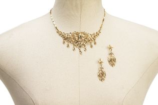 A PERANAKAN NECKLACE AND EARRINGS