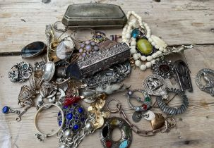 Bag of Mixed Jewellery-Miracle odd items etc.