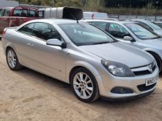 07/07 VAUXHALL ASTRA TWIN TOP DESIGN - 1796cc 3dr Convertible (Silver, 75k)