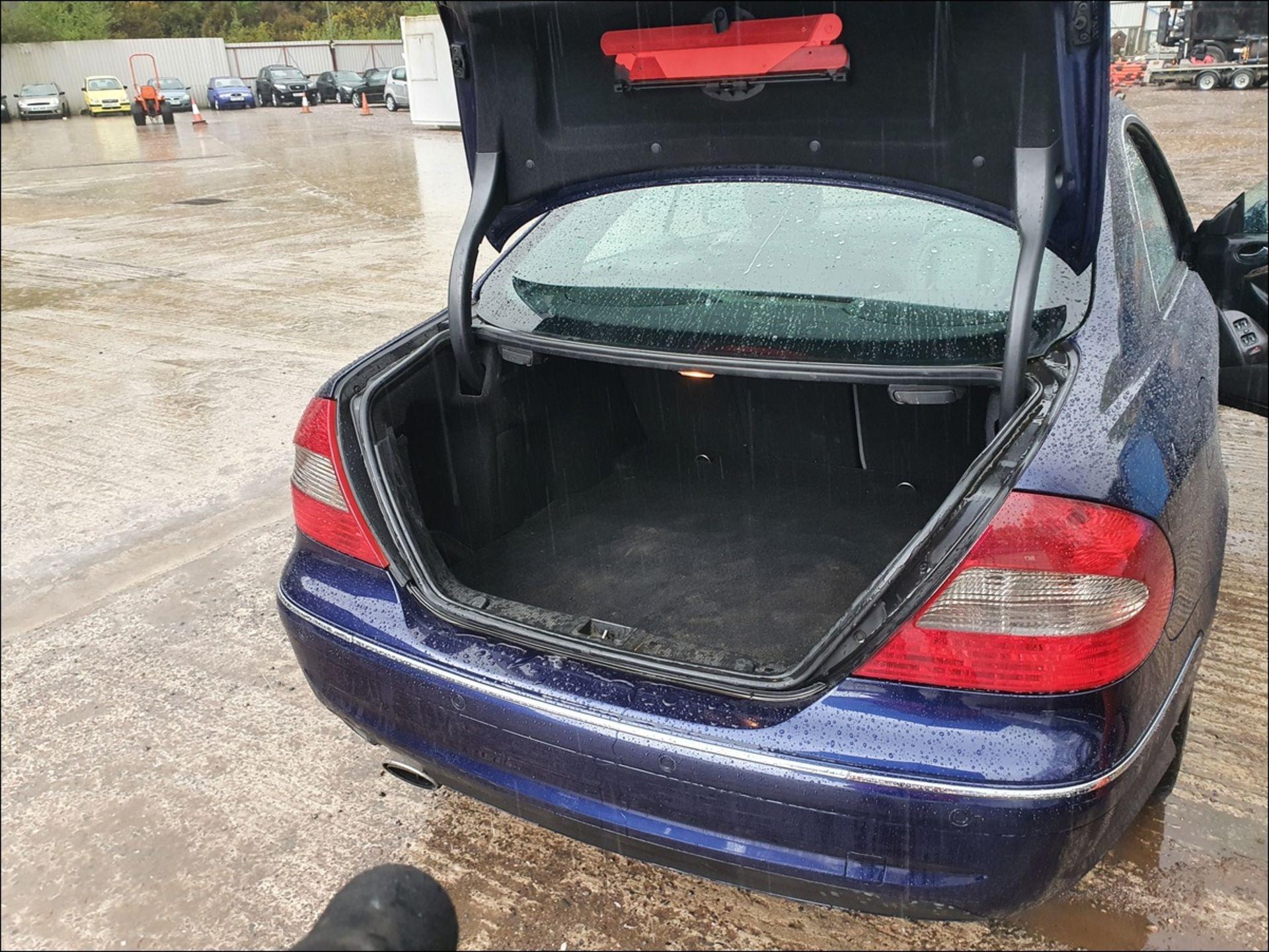 09/58 MERCEDES CLK320 CDI SPORT AUTO - 2987cc 2dr Coupe (Blue, 185k) - Image 8 of 9