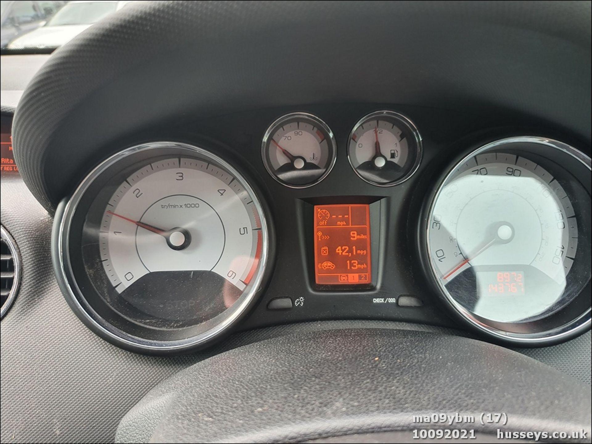 09/09 PEUGEOT 308 SE HDI - 1560cc 5dr Hatchback (Red) - Image 17 of 19