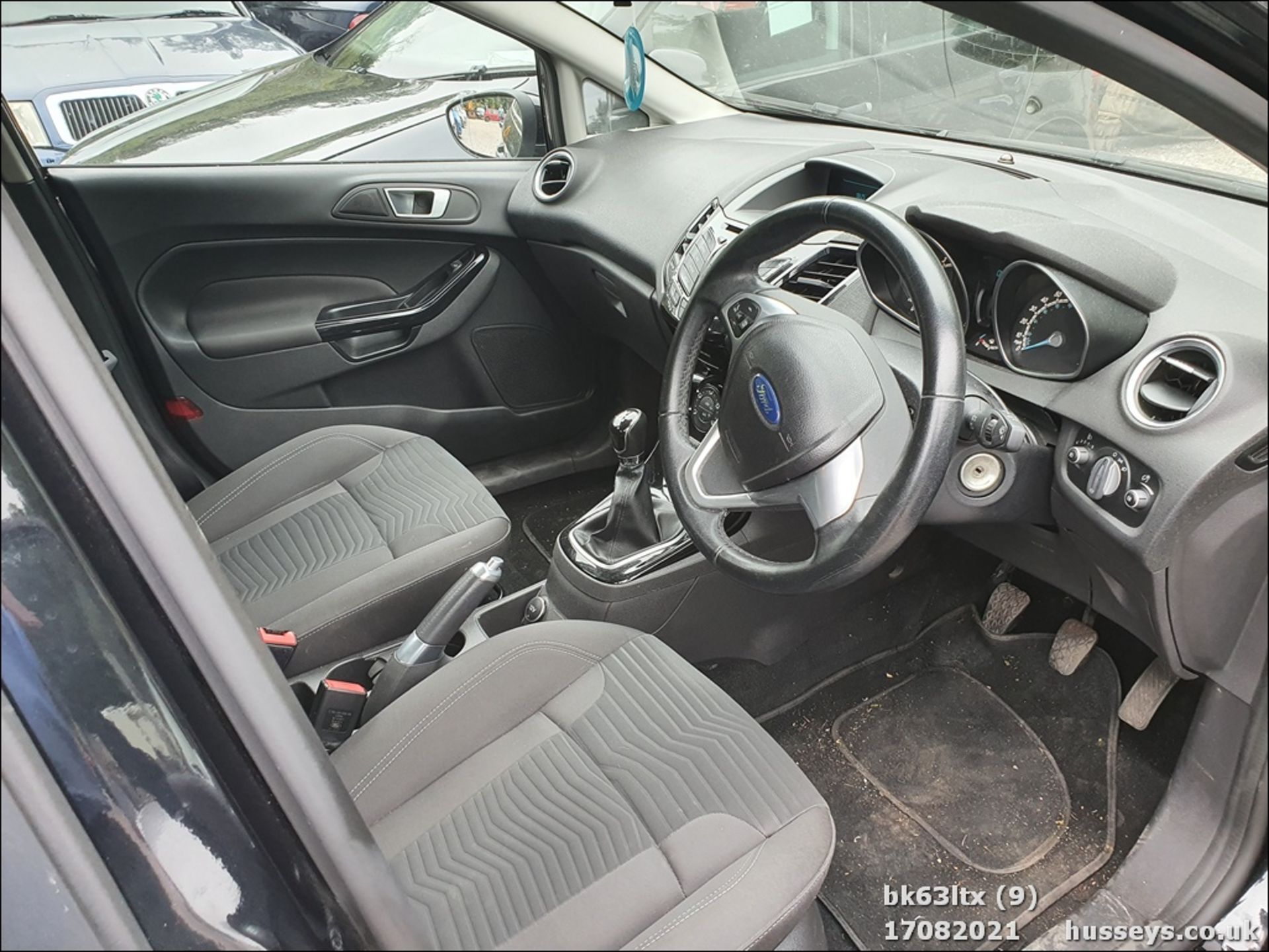 13/63 FORD FIESTA ZETEC - 998cc 5dr Hatchback (Black, 53k) - Image 10 of 16