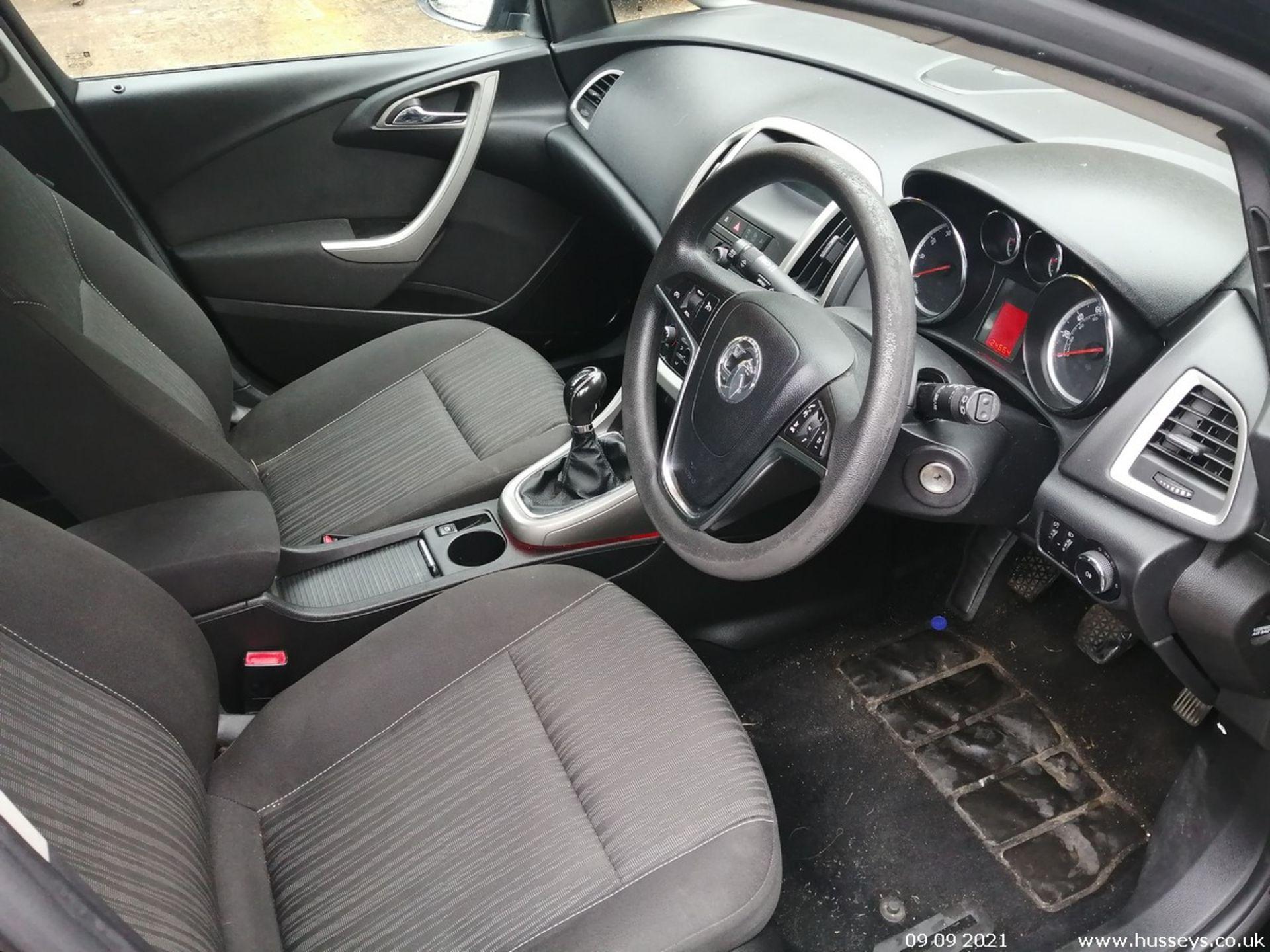 11/60 VAUXHALL ASTRA EXCLUSIV 98 - 1398cc 5dr Hatchback (Black, 124k) - Image 10 of 11