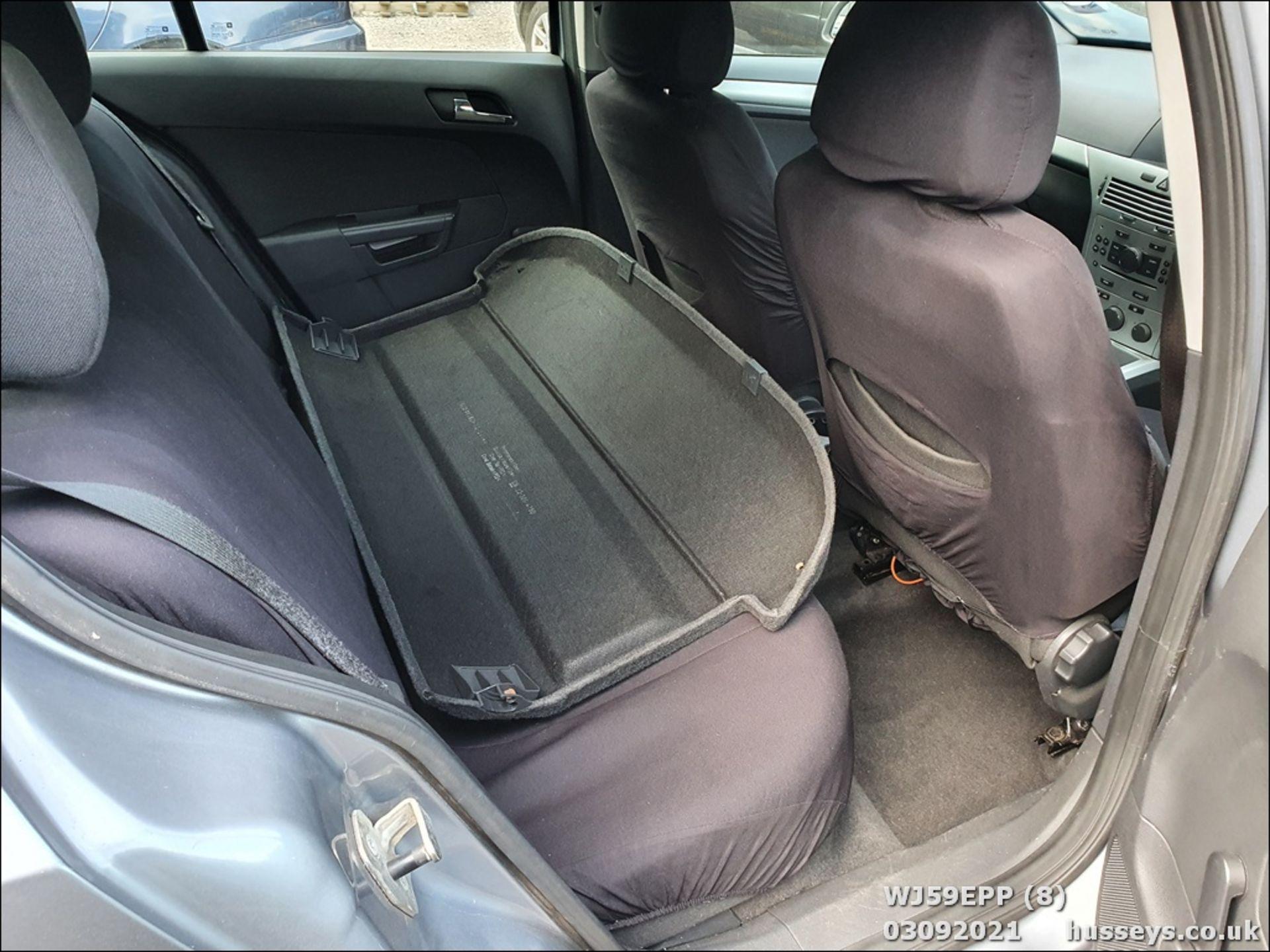 09/59 VAUXHALL ASTRA ACTIVE - 1364cc 5dr Hatchback (Silver, 101k) - Image 8 of 12