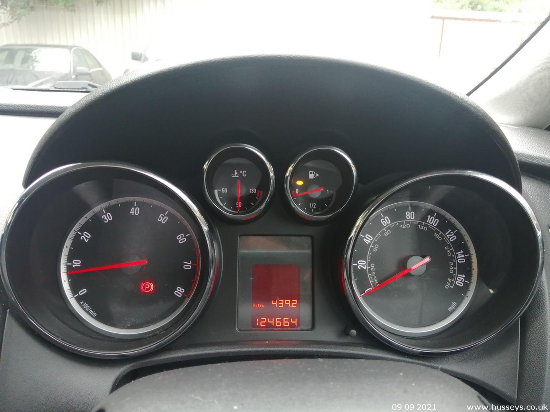 11/60 VAUXHALL ASTRA EXCLUSIV 98 - 1398cc 5dr Hatchback (Black, 124k) - Image 9 of 11