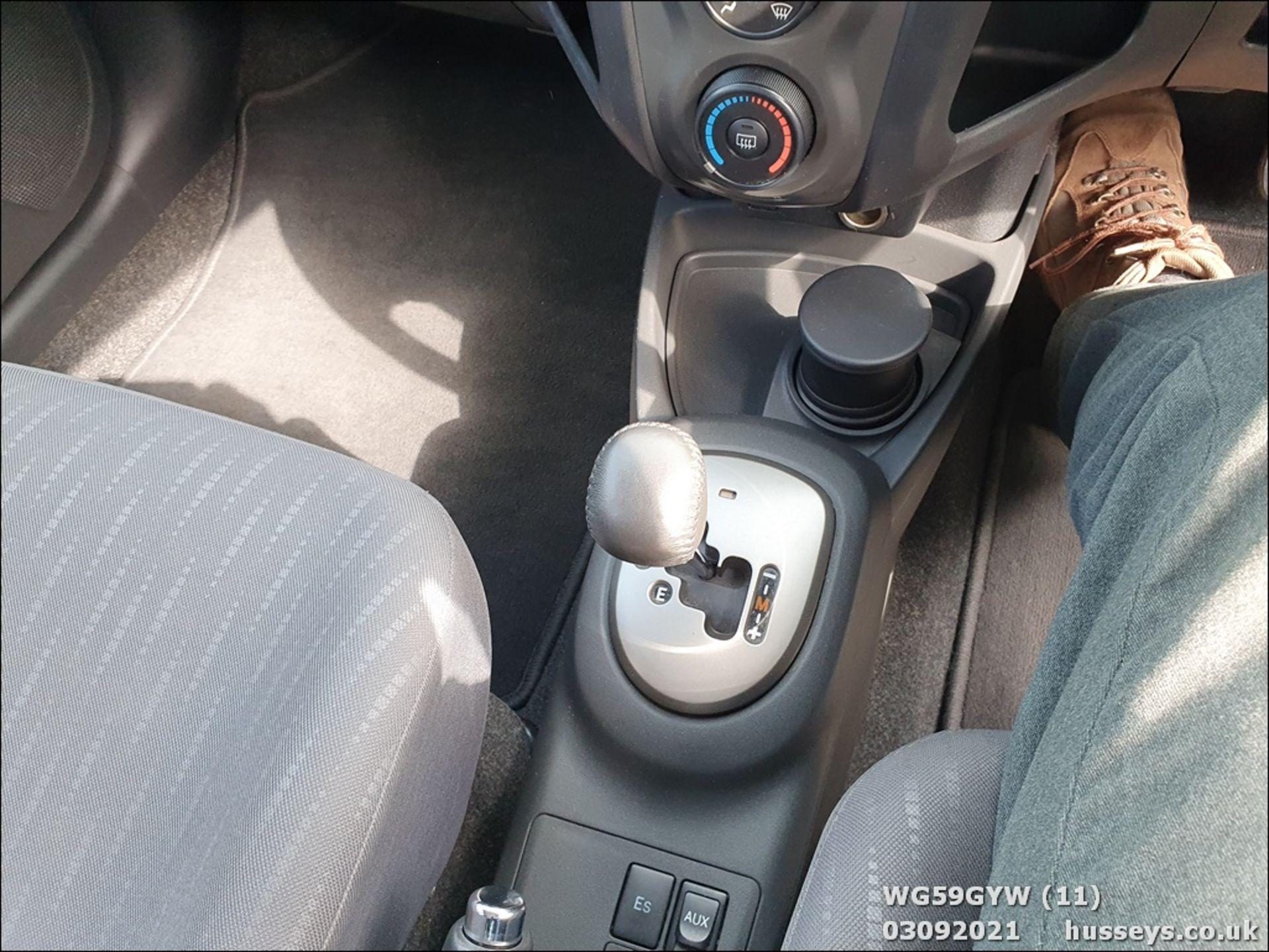 09/59 TOYOTA YARIS TR VVT-I S-A - 1329cc 5dr Hatchback (Silver, 87k) - Image 11 of 12
