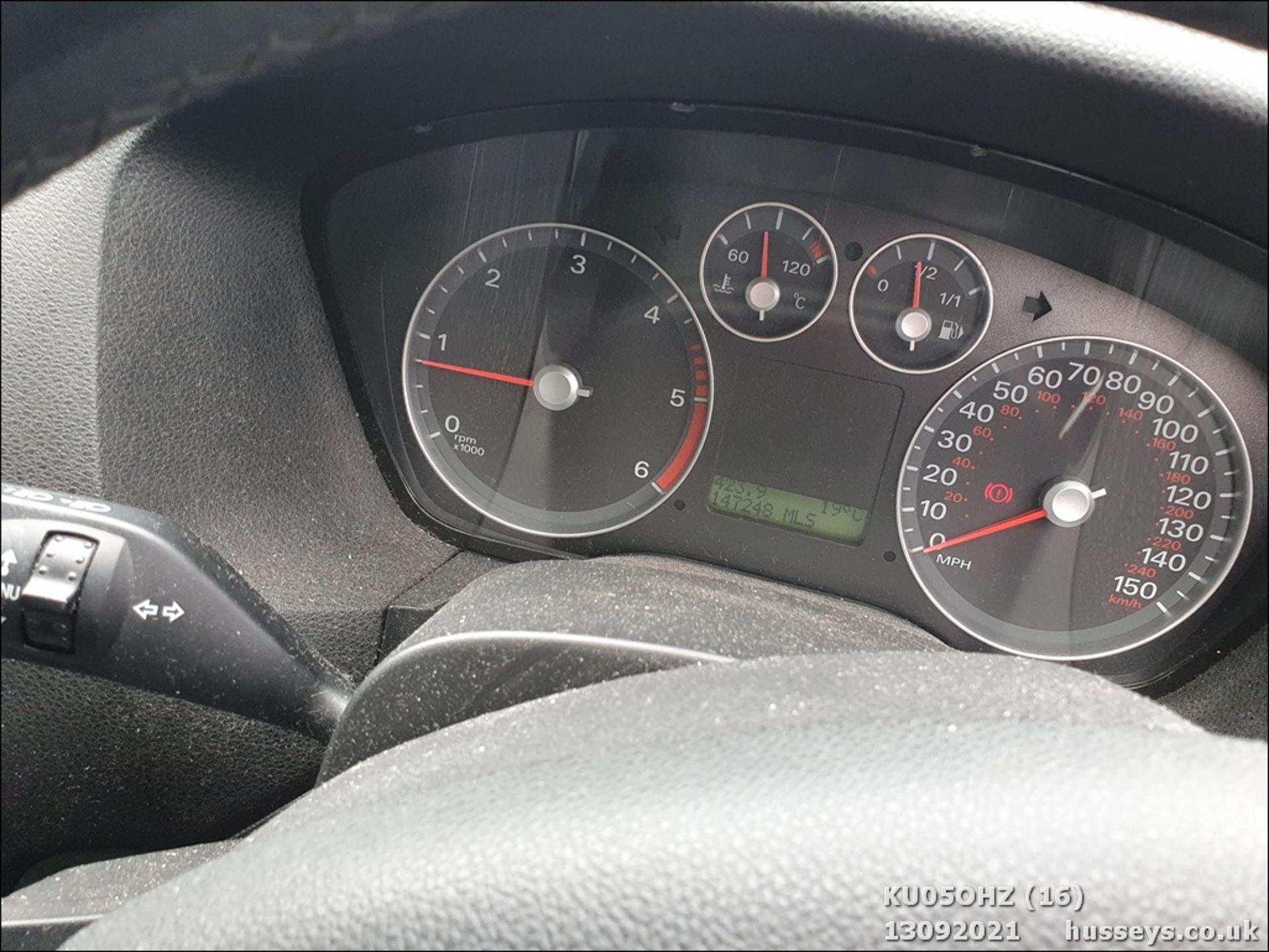 05/05 FORD FOCUS ZETEC CLIMATE TDCI - 1560cc 5dr Hatchback (Silver, 147k) - Image 16 of 18