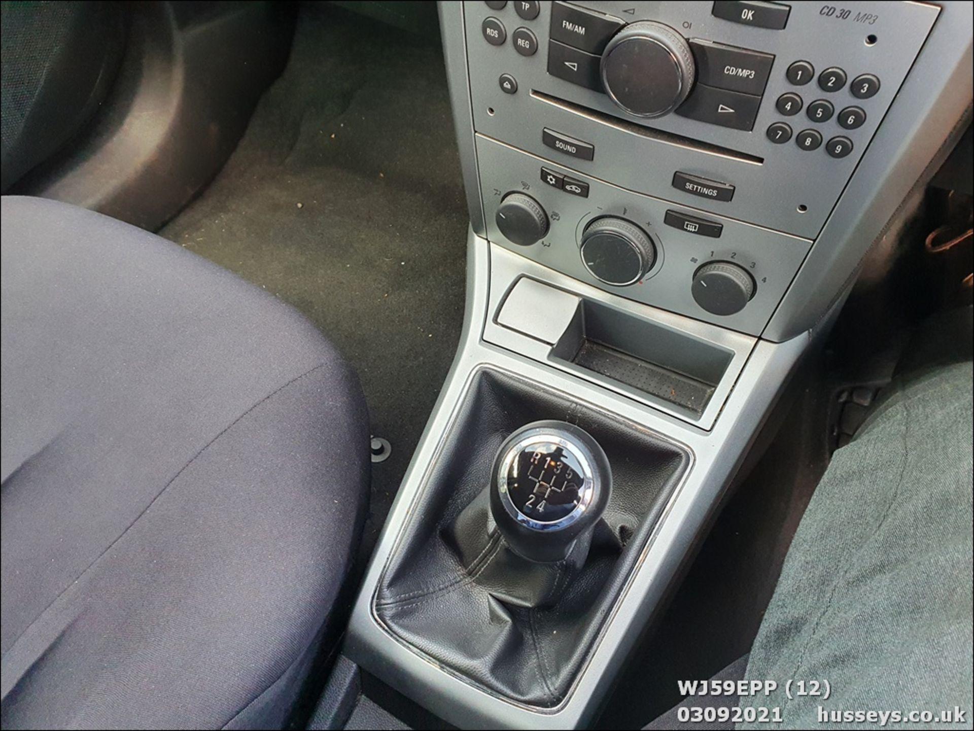 09/59 VAUXHALL ASTRA ACTIVE - 1364cc 5dr Hatchback (Silver, 101k) - Image 12 of 12