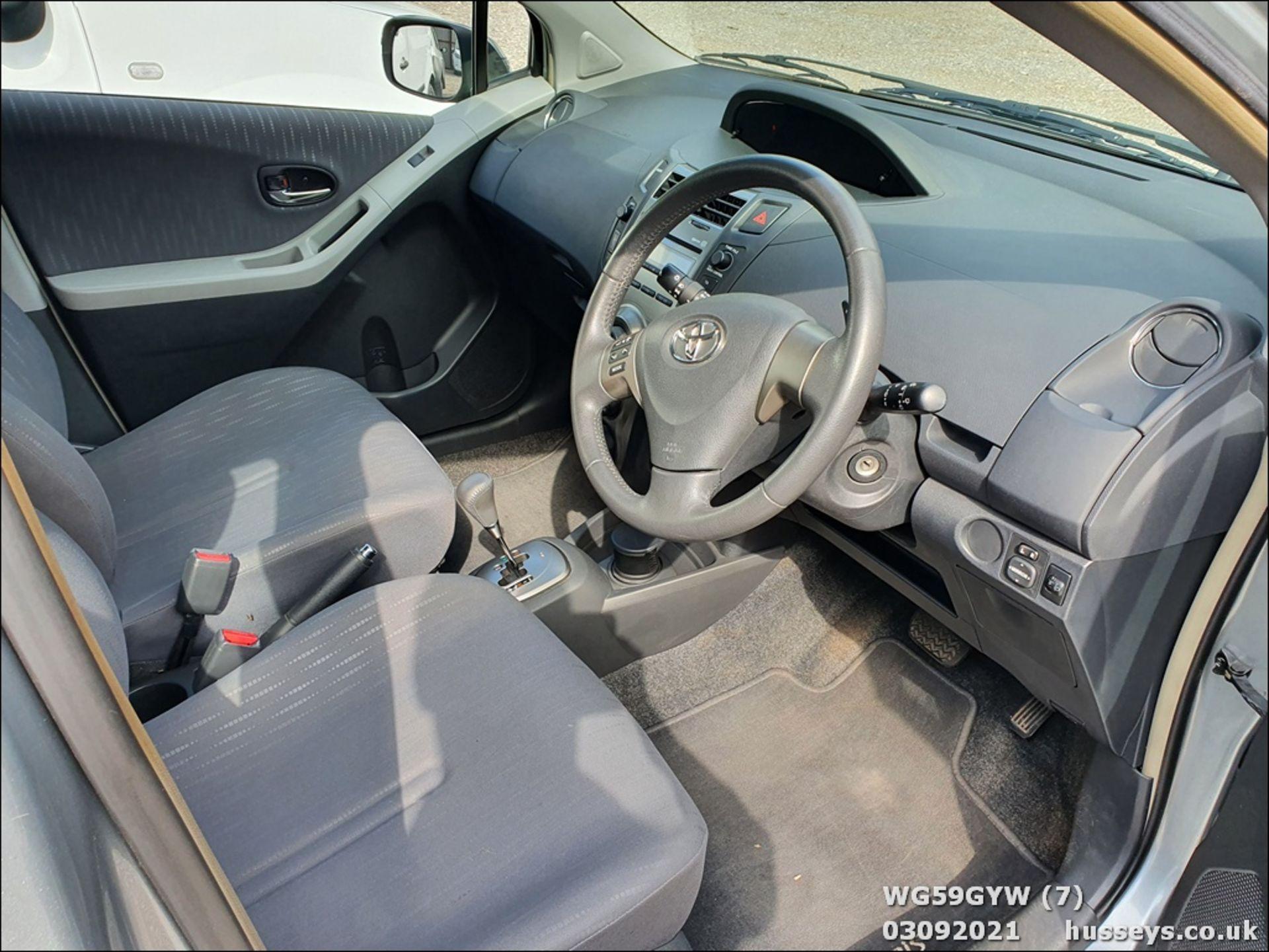 09/59 TOYOTA YARIS TR VVT-I S-A - 1329cc 5dr Hatchback (Silver, 87k) - Image 7 of 12