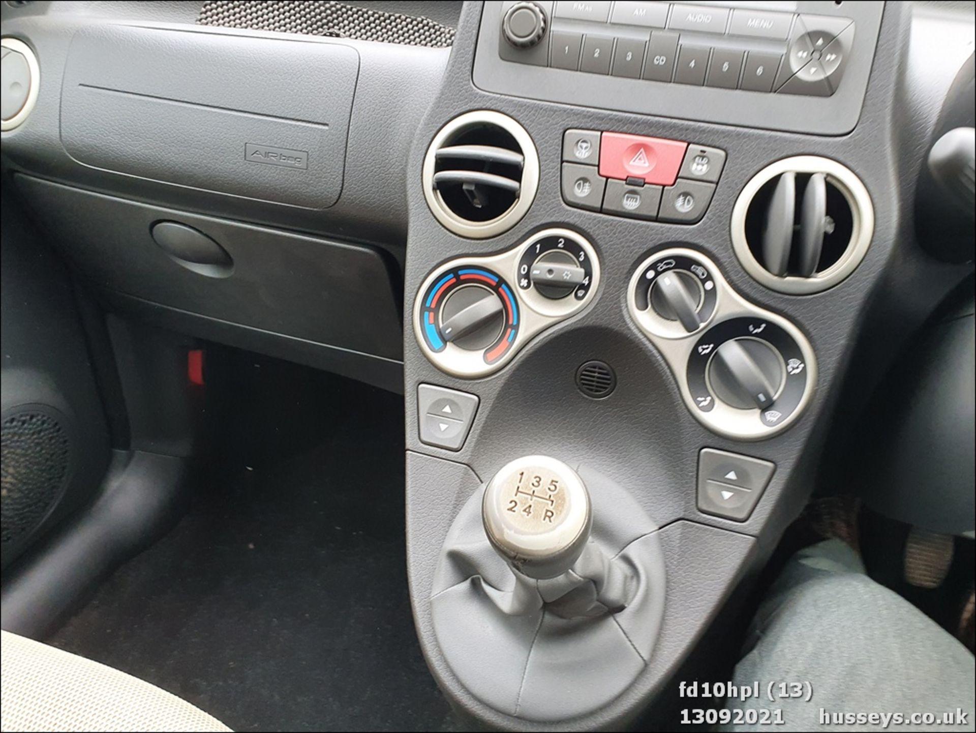 10/10 FIAT PANDA CROSS M-JET 4X4 - 1248cc 5dr Hatchback (Green, 58k) - Image 13 of 15