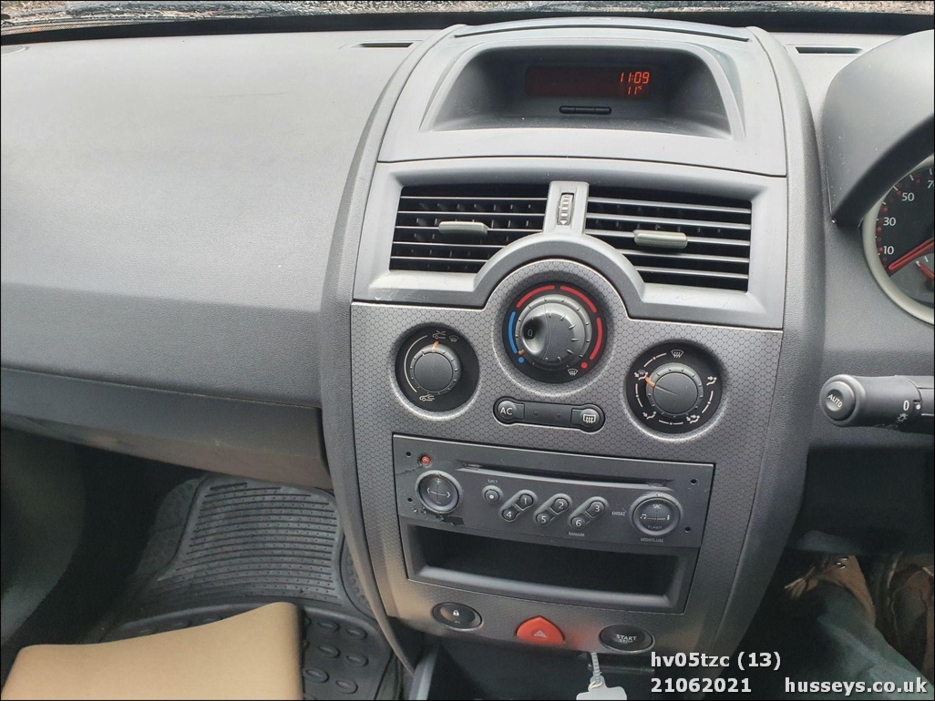 05/05 RENAULT MEGANE DYNAMIQUE 16V - 1598cc 5dr Hatchback (Grey, 41k) - Image 13 of 13