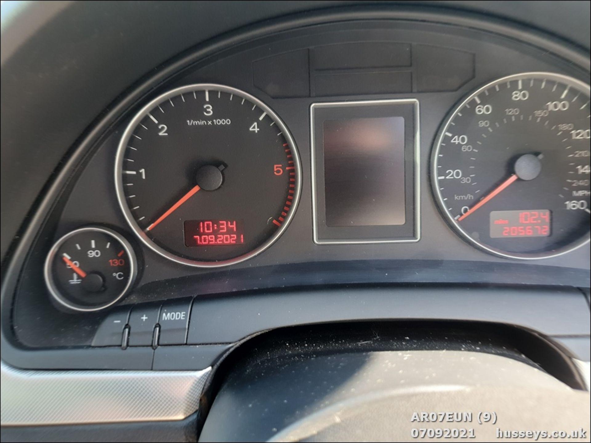07/07 AUDI A4 AVANT S LINE TDI 140 - 1968cc 5dr Estate (Grey, 205k) - Image 10 of 17