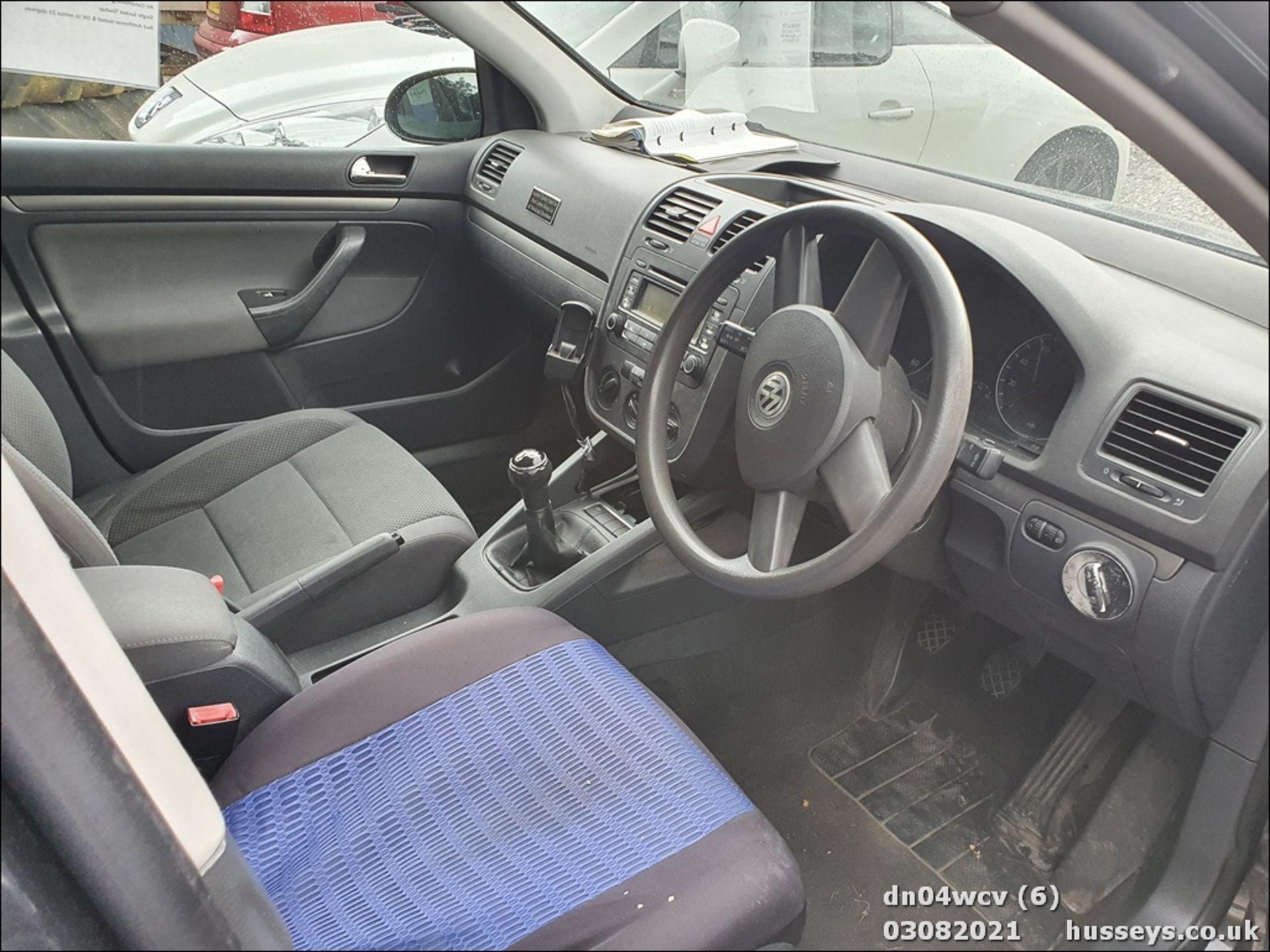 04/04 VOLKSWAGEN GOLF TDI SE - 1896cc 5dr Hatchback (Black, 190k) - Image 8 of 11
