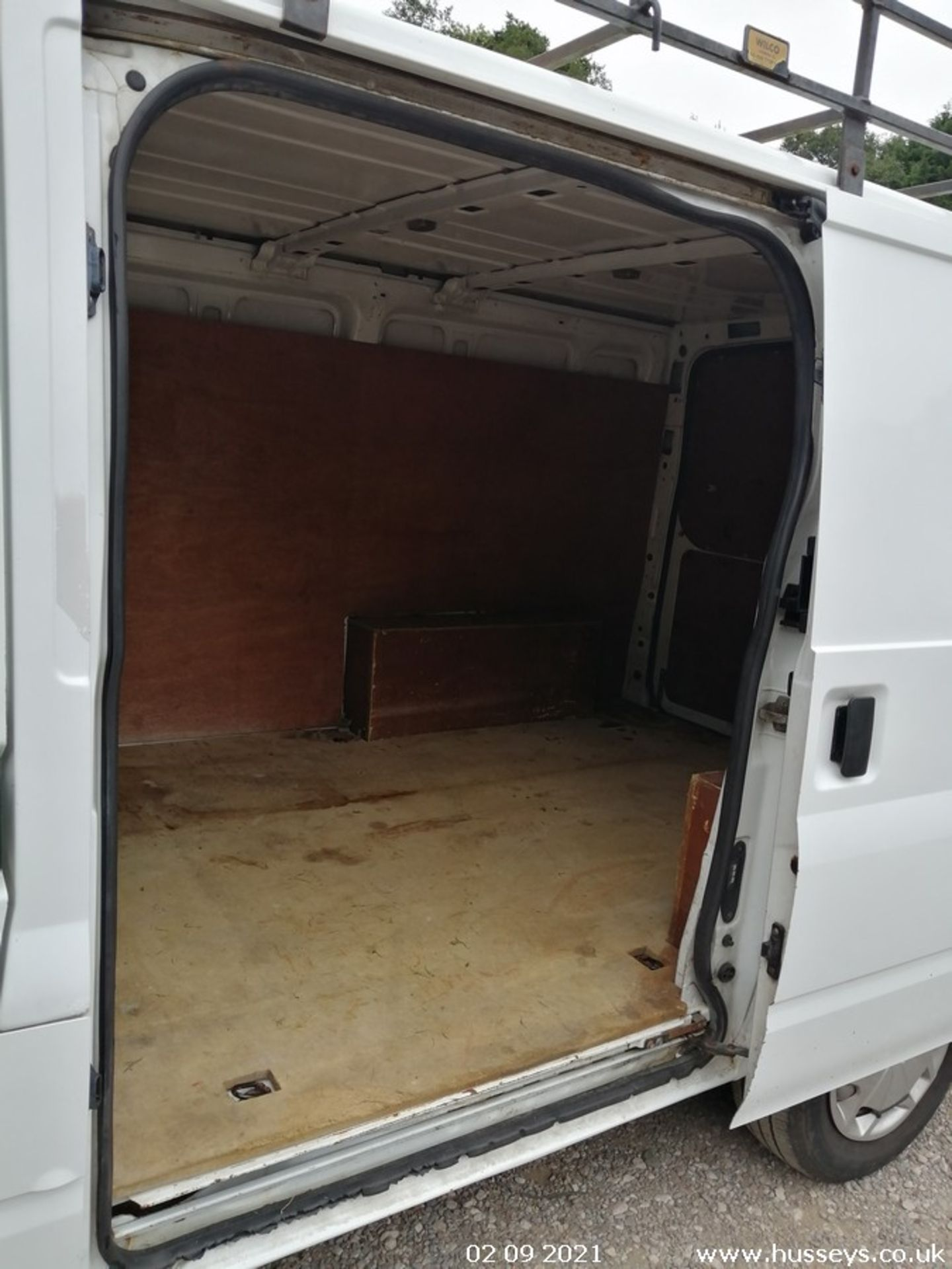 10/60 FORD TRANSIT 85 T260M FWD - 2198cc 5dr Van (White, 237k) - Image 17 of 23