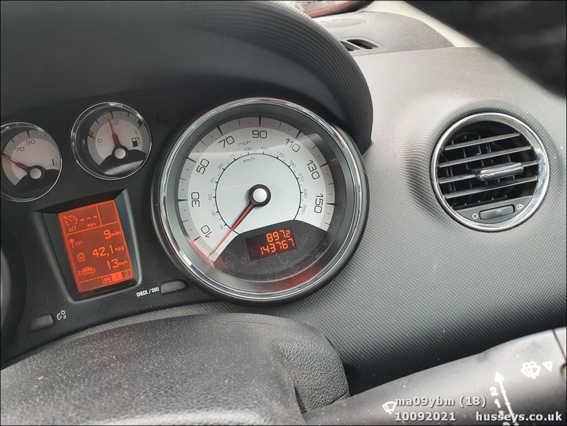 09/09 PEUGEOT 308 SE HDI - 1560cc 5dr Hatchback (Red) - Image 18 of 19
