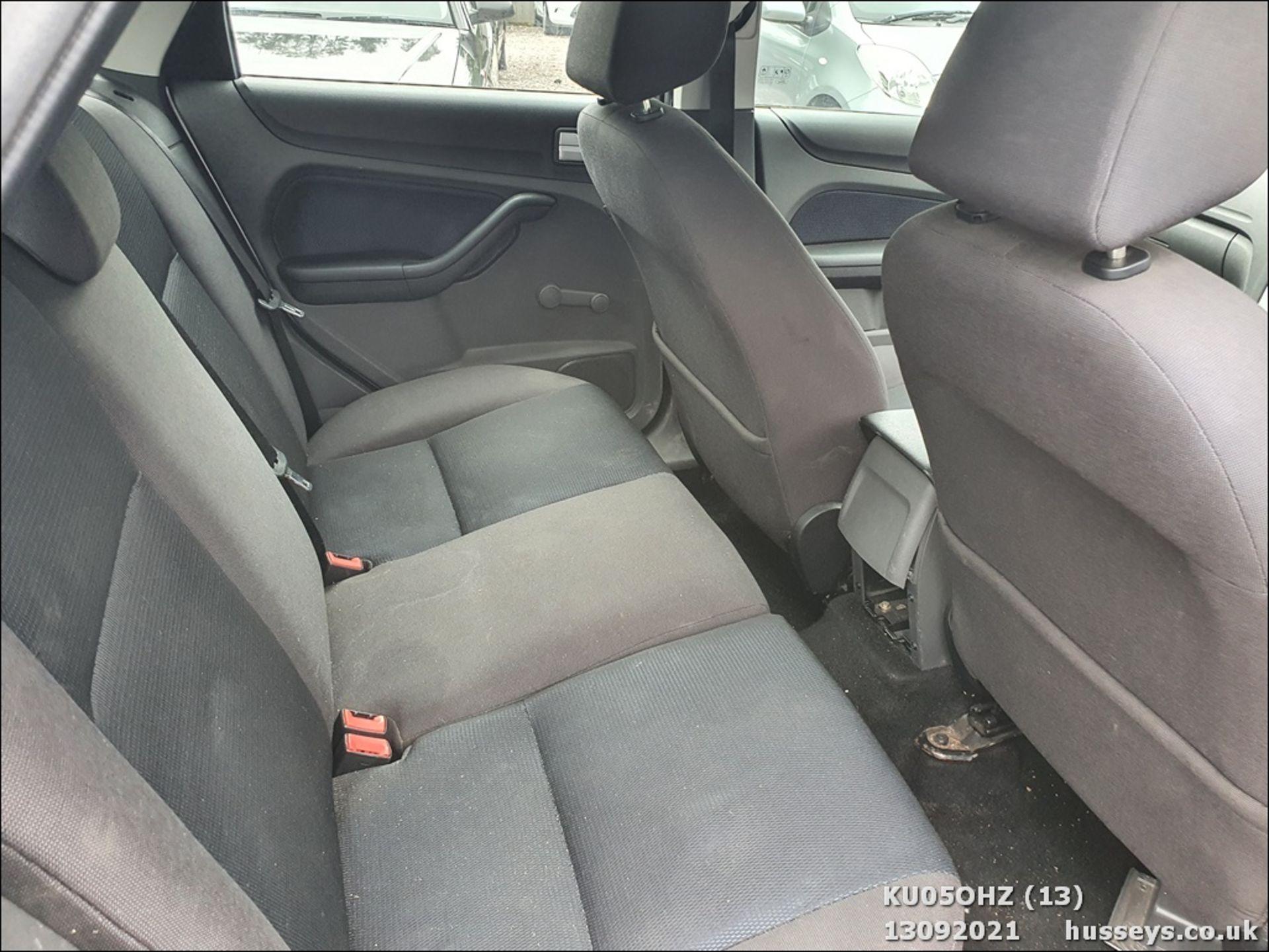 05/05 FORD FOCUS ZETEC CLIMATE TDCI - 1560cc 5dr Hatchback (Silver, 147k) - Image 13 of 18