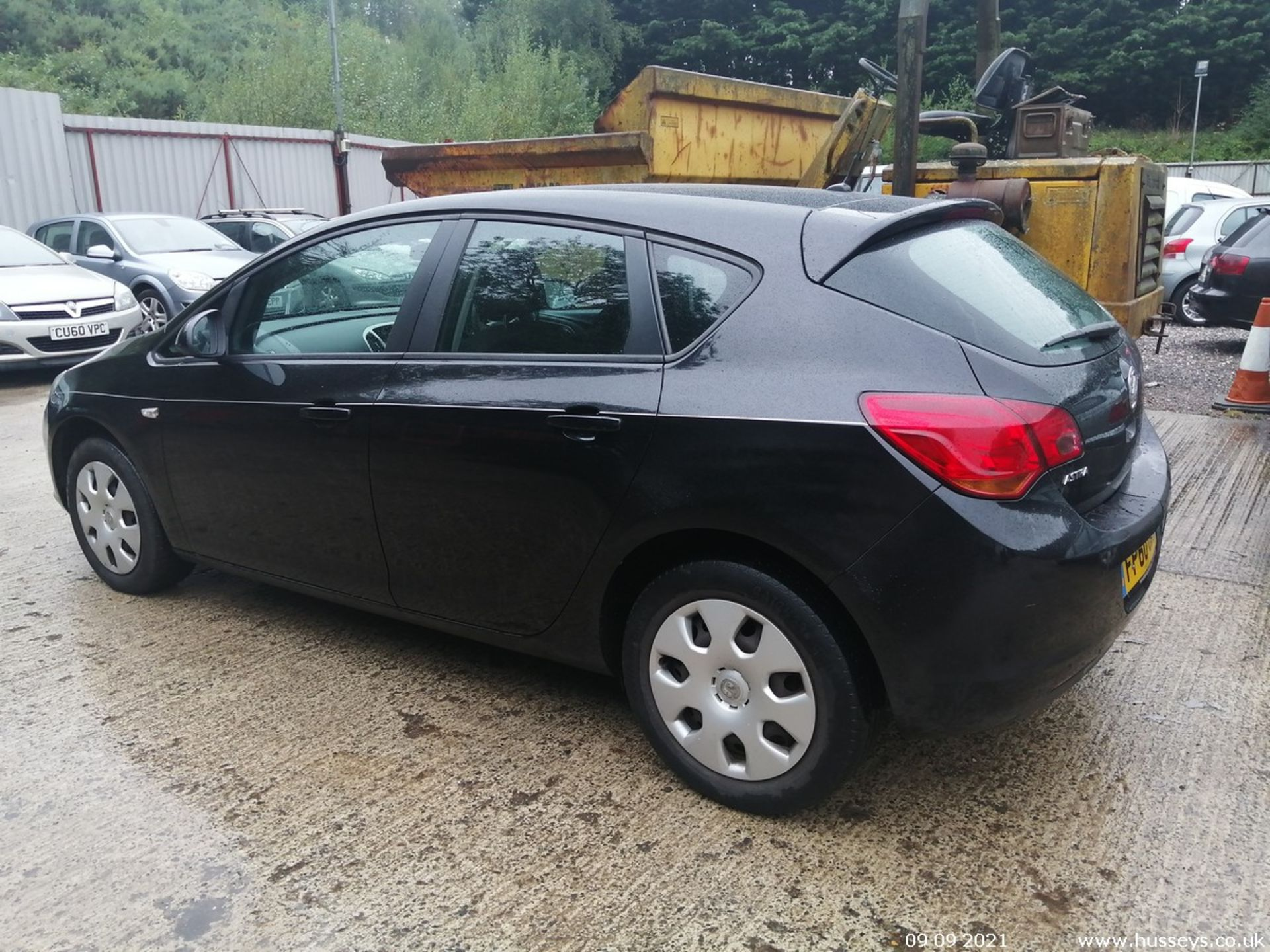 11/60 VAUXHALL ASTRA EXCLUSIV 98 - 1398cc 5dr Hatchback (Black, 124k) - Image 5 of 11