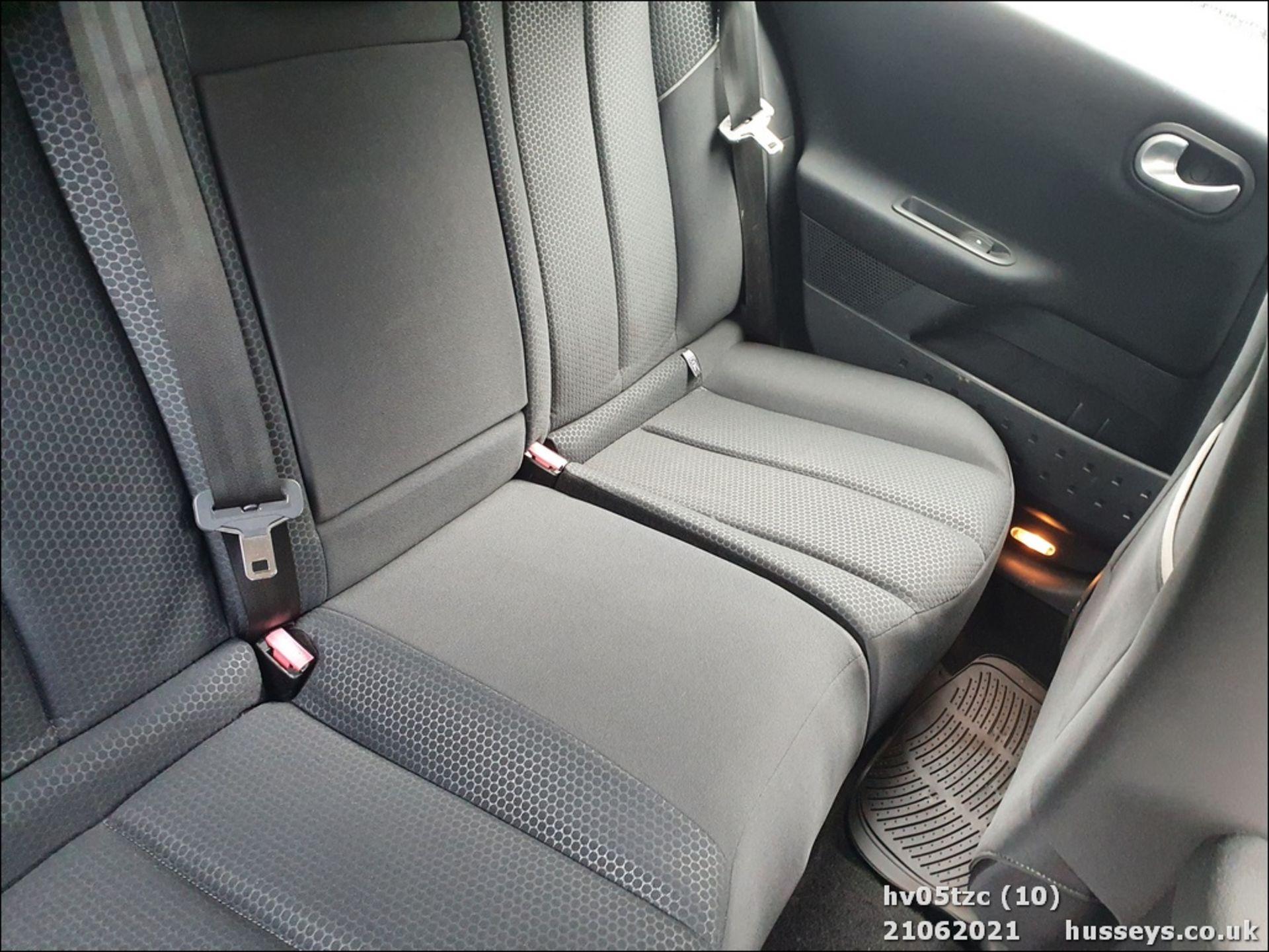05/05 RENAULT MEGANE DYNAMIQUE 16V - 1598cc 5dr Hatchback (Grey, 41k) - Image 10 of 13