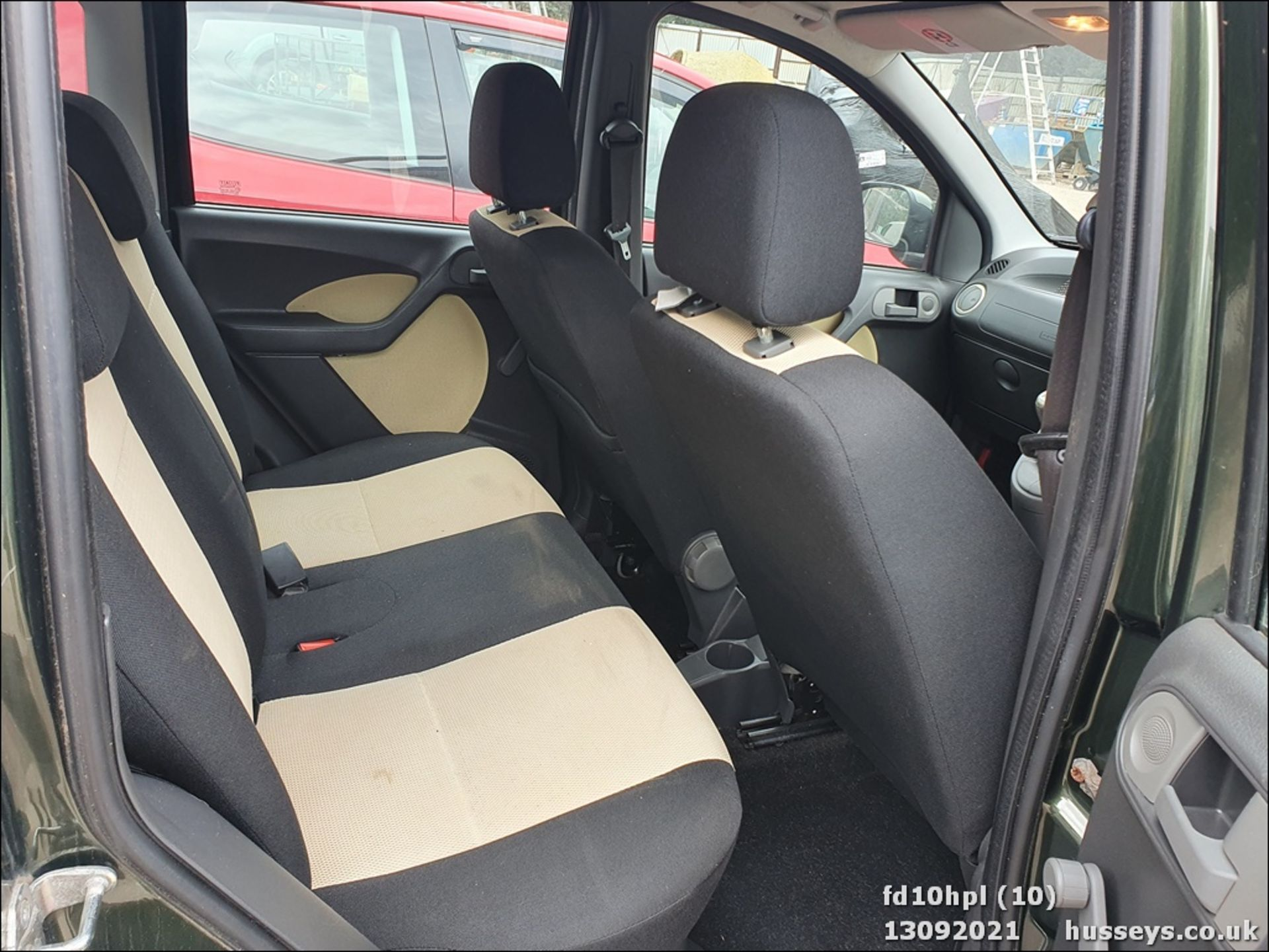 10/10 FIAT PANDA CROSS M-JET 4X4 - 1248cc 5dr Hatchback (Green, 58k) - Image 10 of 15