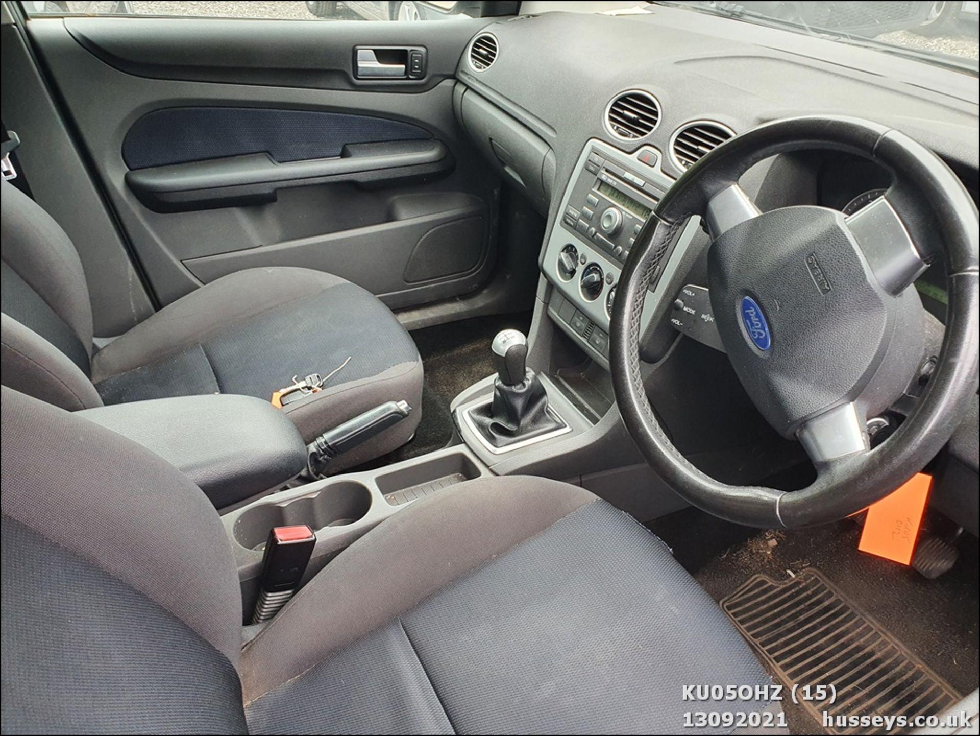 05/05 FORD FOCUS ZETEC CLIMATE TDCI - 1560cc 5dr Hatchback (Silver, 147k) - Image 15 of 18