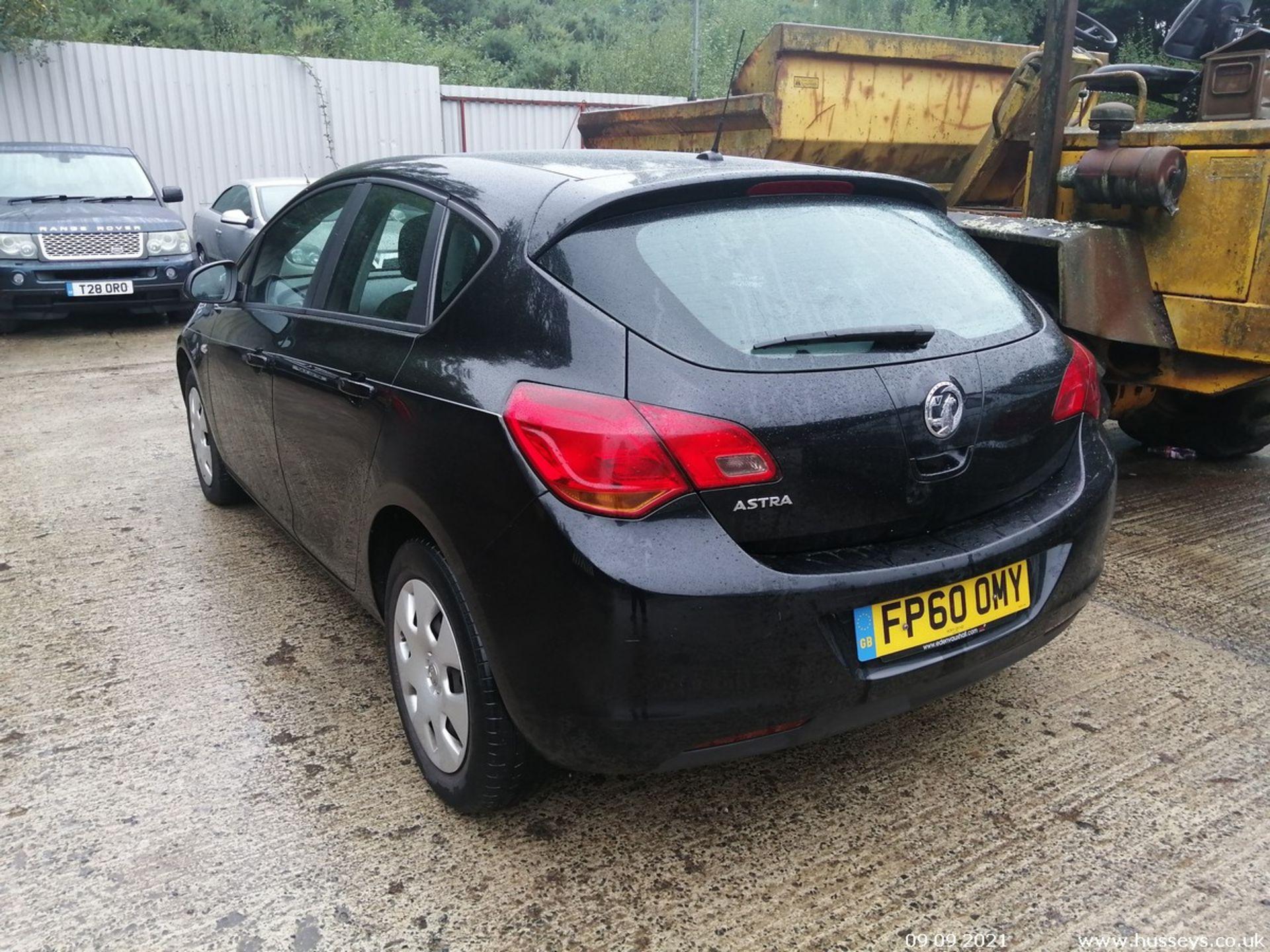 11/60 VAUXHALL ASTRA EXCLUSIV 98 - 1398cc 5dr Hatchback (Black, 124k) - Image 6 of 11