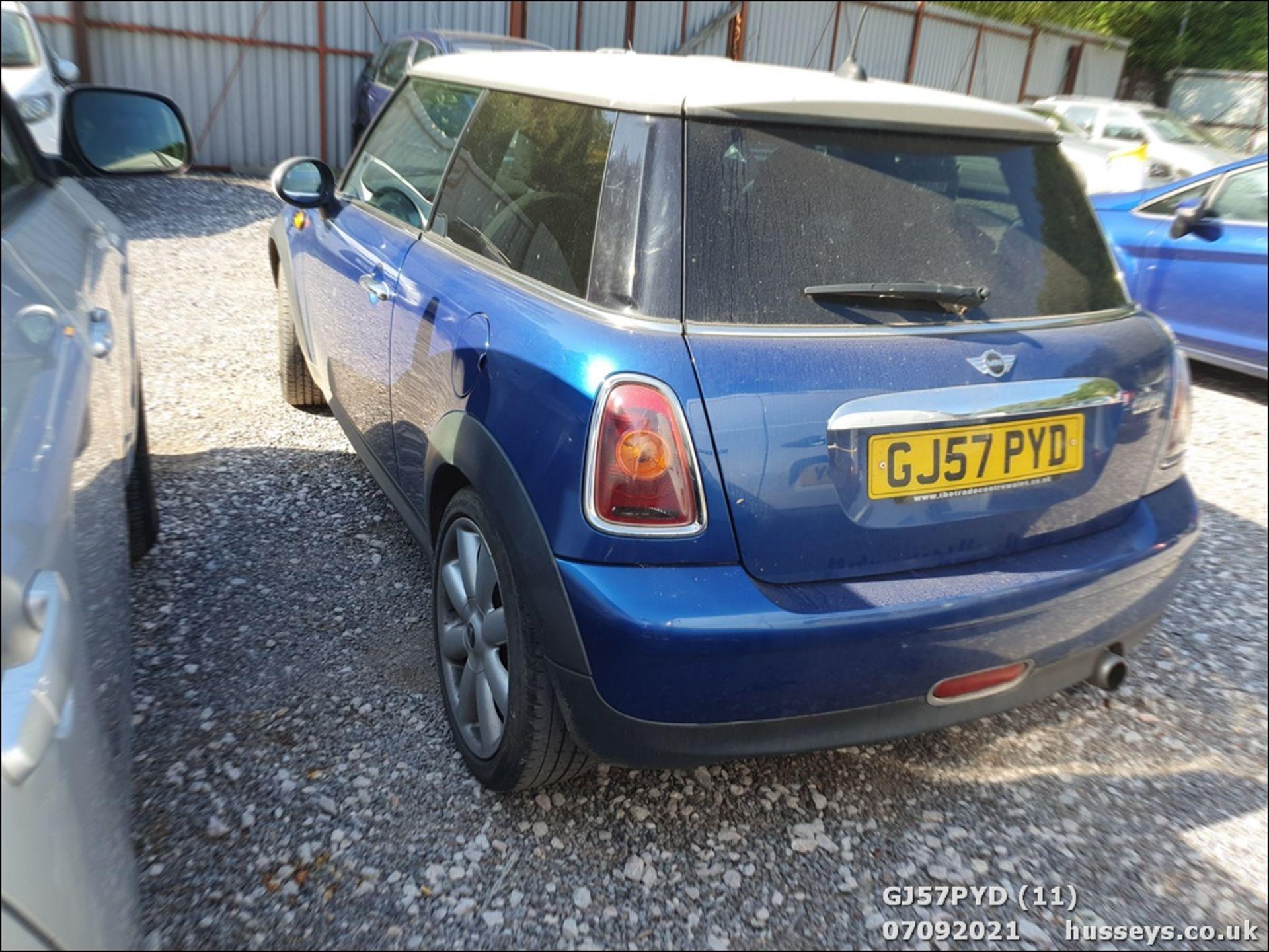 07/57 MINI COOPER - 1598cc 3dr Hatchback (Blue) - Image 11 of 12