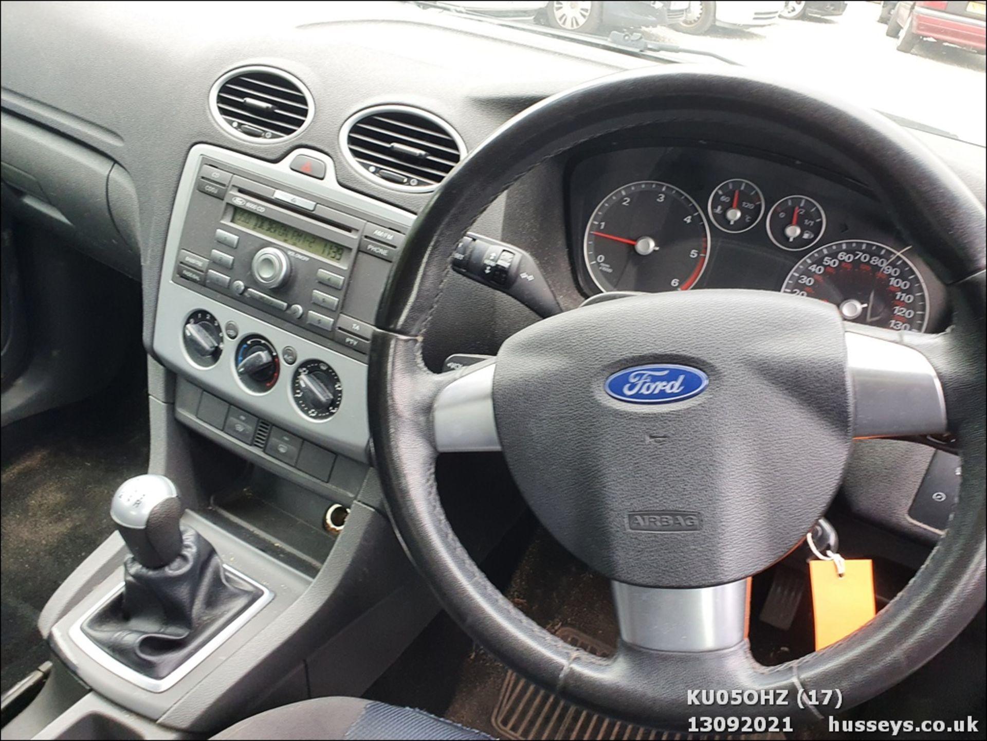 05/05 FORD FOCUS ZETEC CLIMATE TDCI - 1560cc 5dr Hatchback (Silver, 147k) - Image 17 of 18