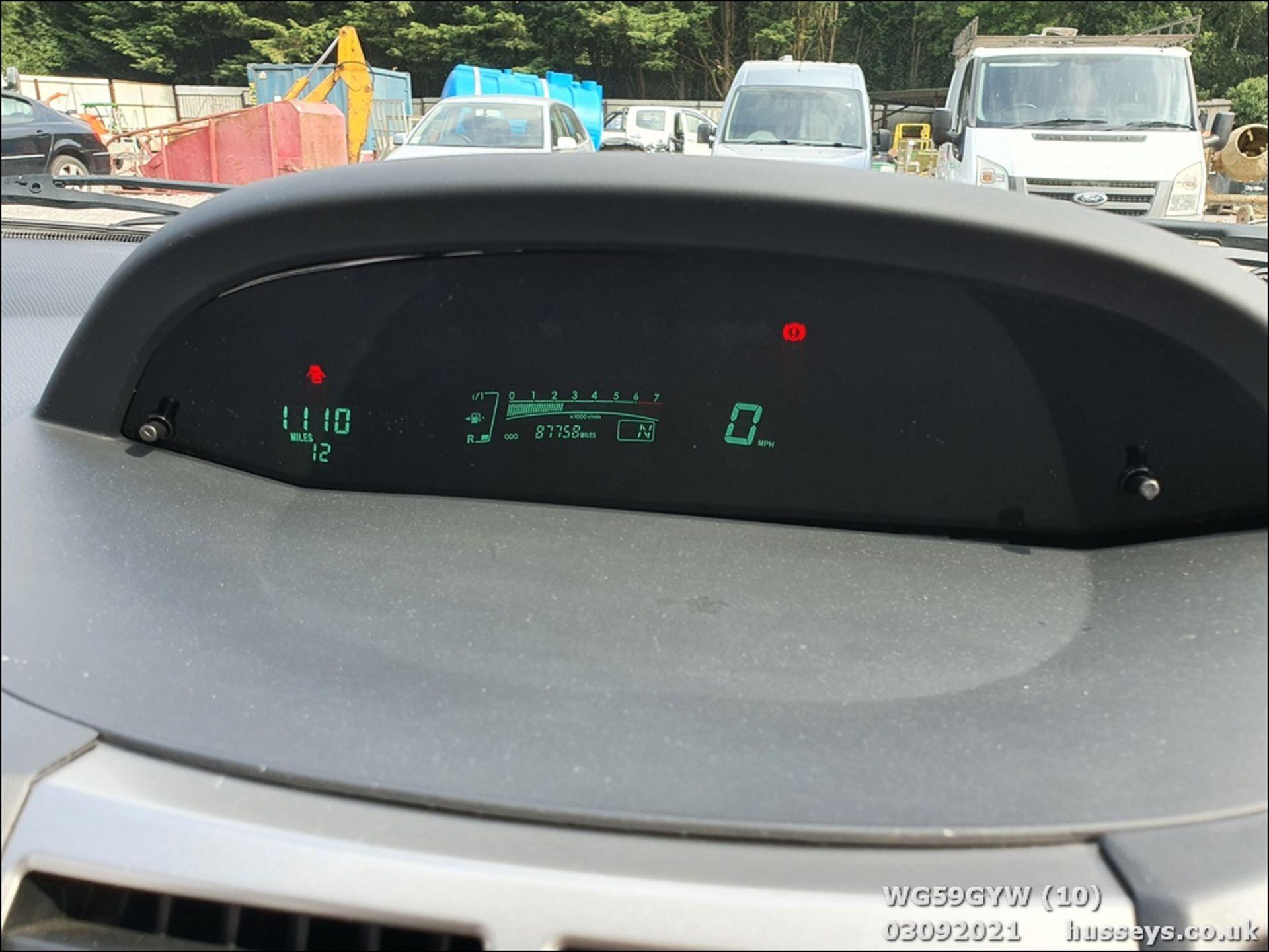 09/59 TOYOTA YARIS TR VVT-I S-A - 1329cc 5dr Hatchback (Silver, 87k) - Image 10 of 12