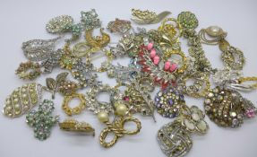 A collection of costume brooches for spares or repair