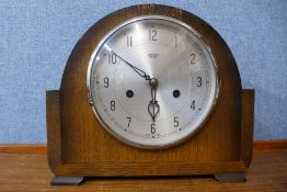 A Smiths Enfield oak mantel clock, 23cms h