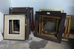 Assorted picture frames (approx 22)