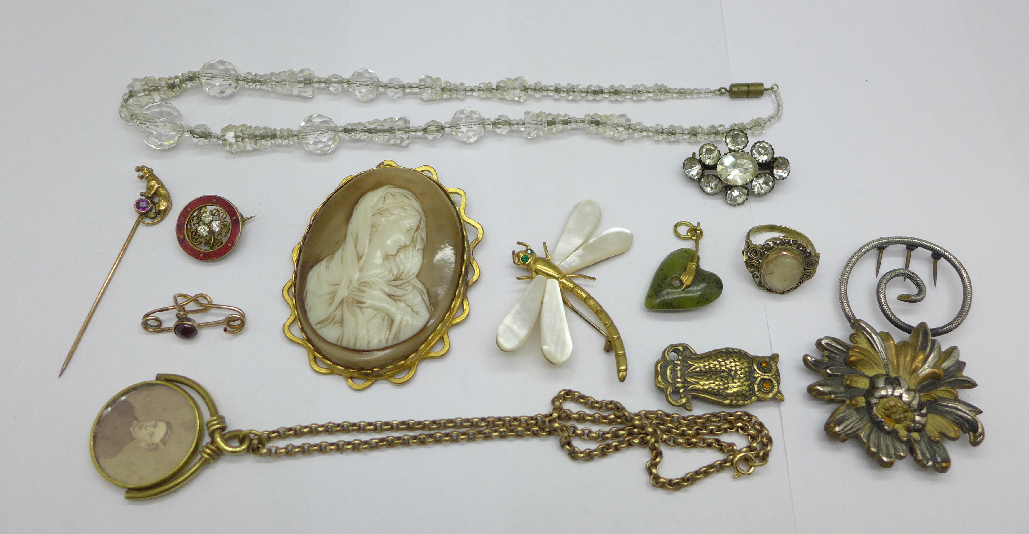 A collection of jewellery, Victorian swivel photograph locket, large cameo brooch, garnet love