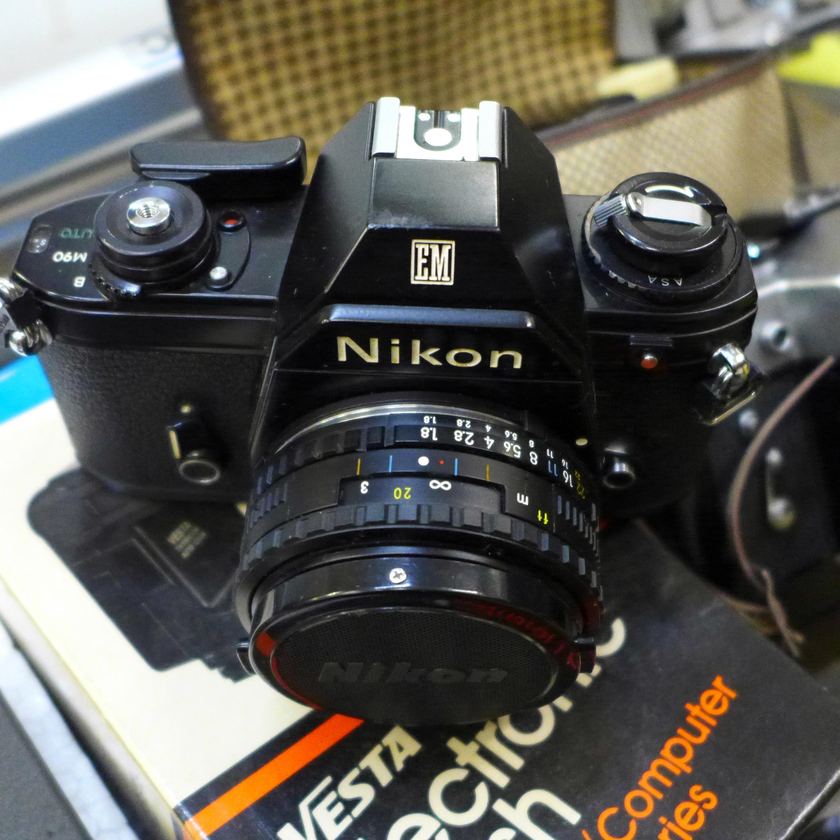 Five cameras; Yashica Mat-124 G, Nikon EM, Del Monza, Kodak Brownie, Zenit-E, a Jello cine camera, - Image 6 of 6