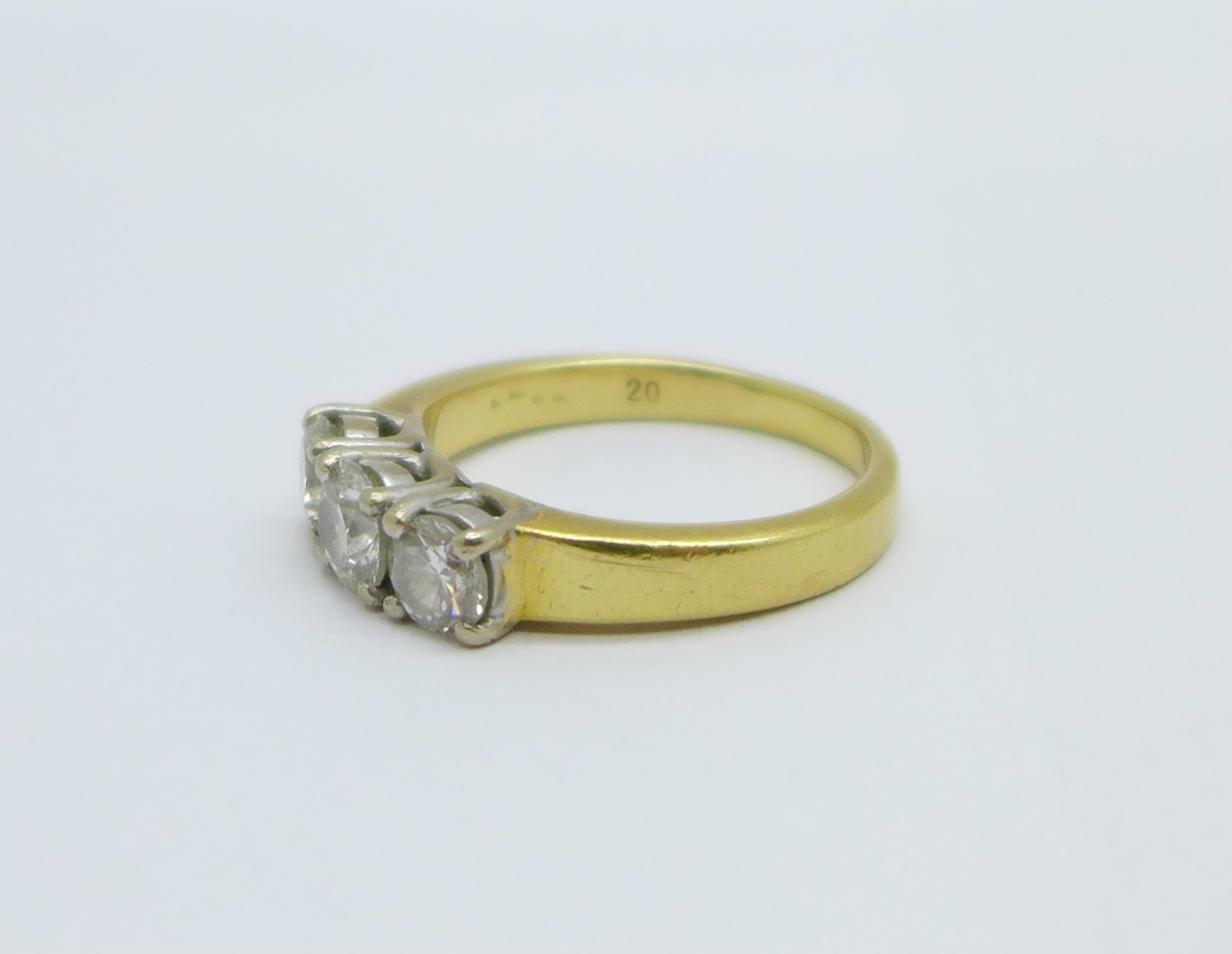 An 18ct yellow gold three stone diamond ring, approximately 1.25 carat total diamond weight, 8.6g, V - Image 2 of 6