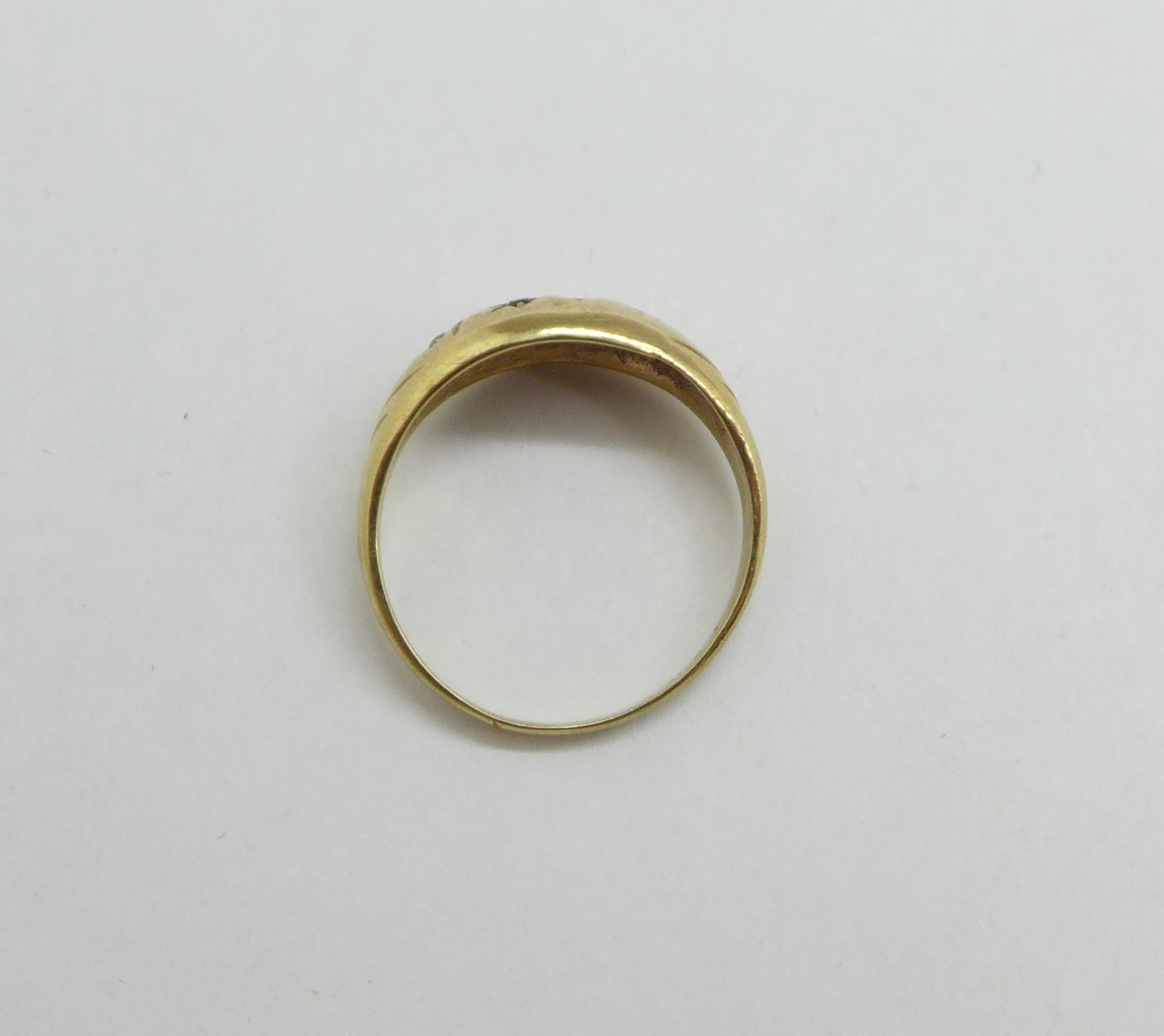 A 9ct gold and garnet ring, one stone missing, 2.8g, P - Image 3 of 3