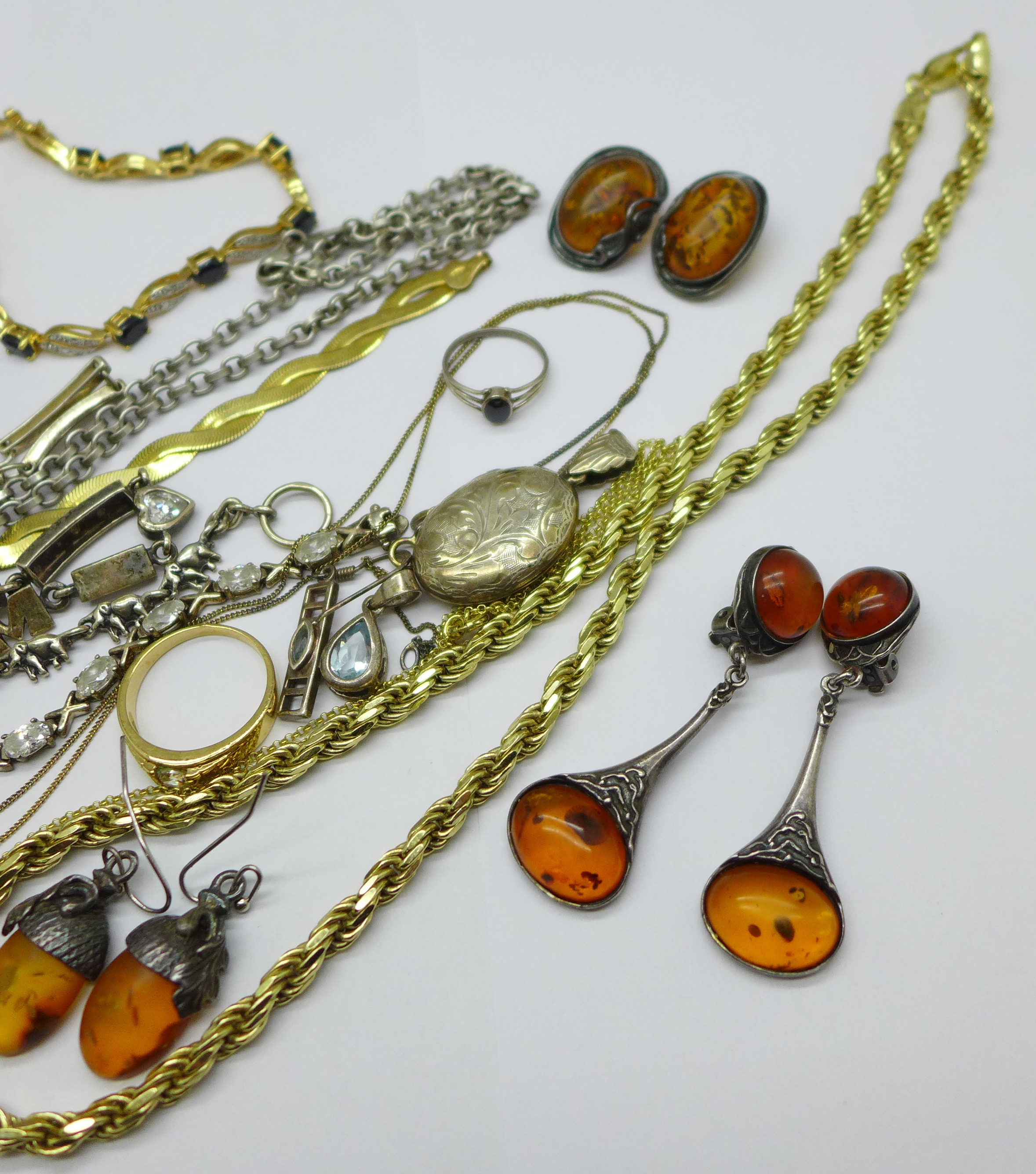 Silver jewellery including a hallmarked bangle, an elephant bracelet and a Thomas Sabo neck chain, - Image 5 of 5