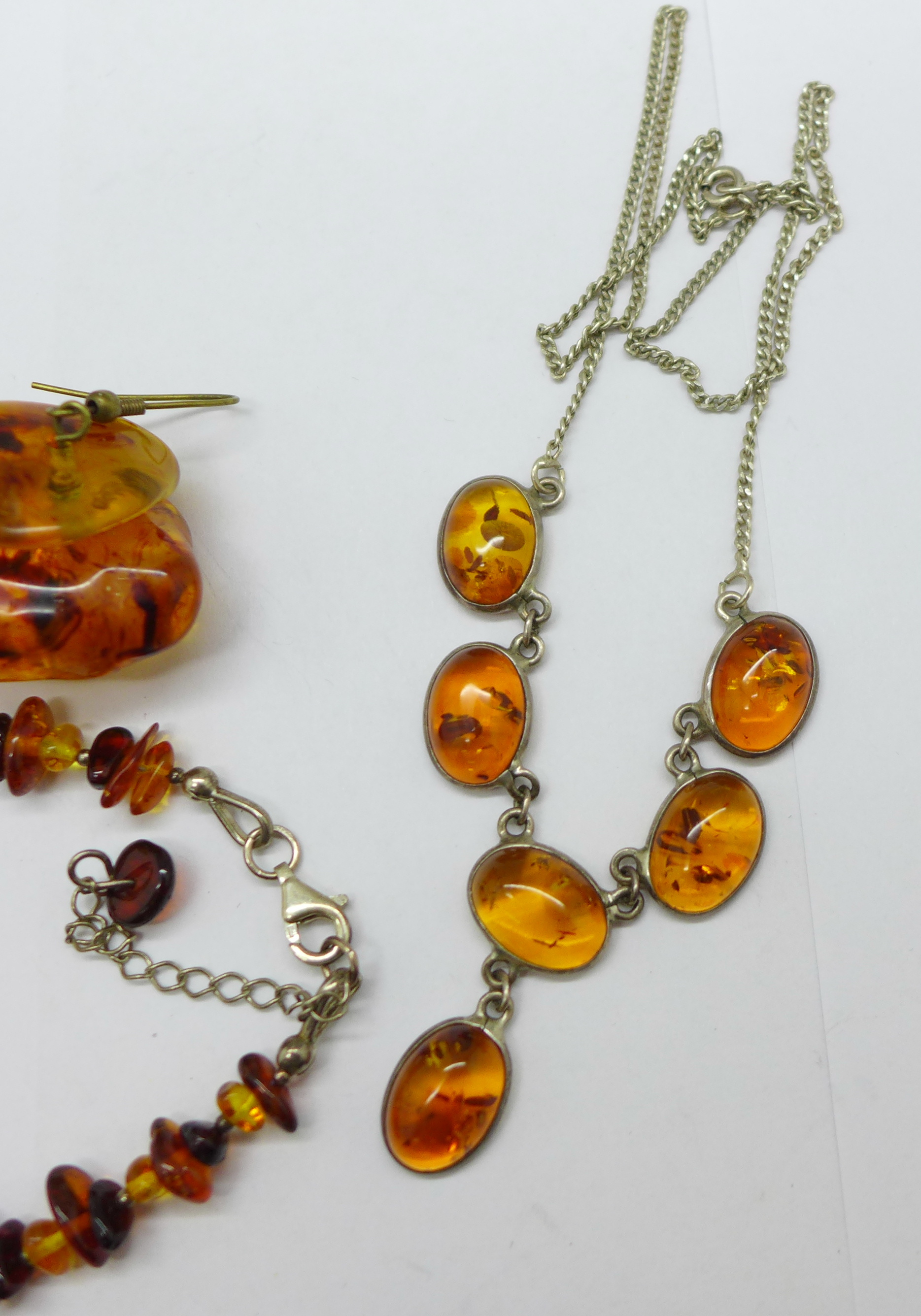 Amber coloured jewellery comprising a bracelet, earrings and a necklace - Image 2 of 3