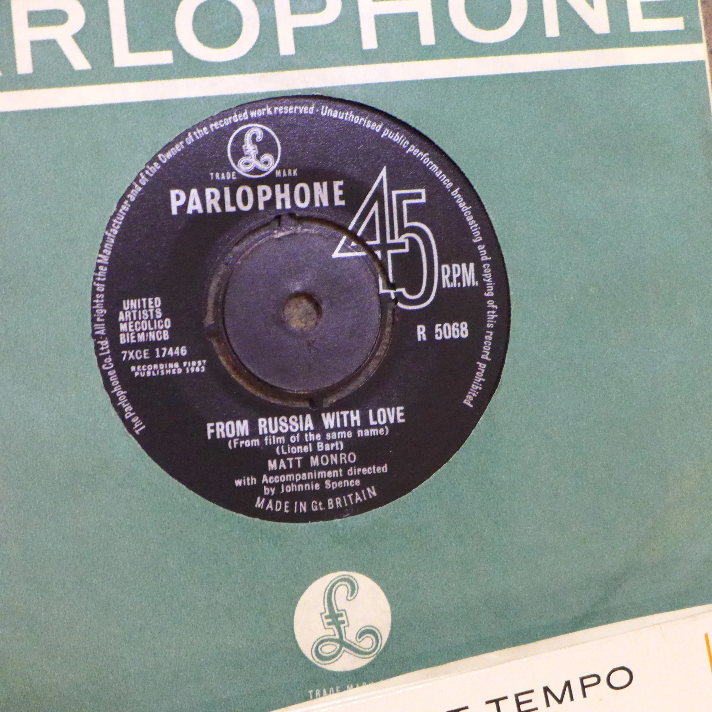 """Thirty-two 1960's 7"""" vinyl singles, pop music including The Beatles - Image 3 of 4"""