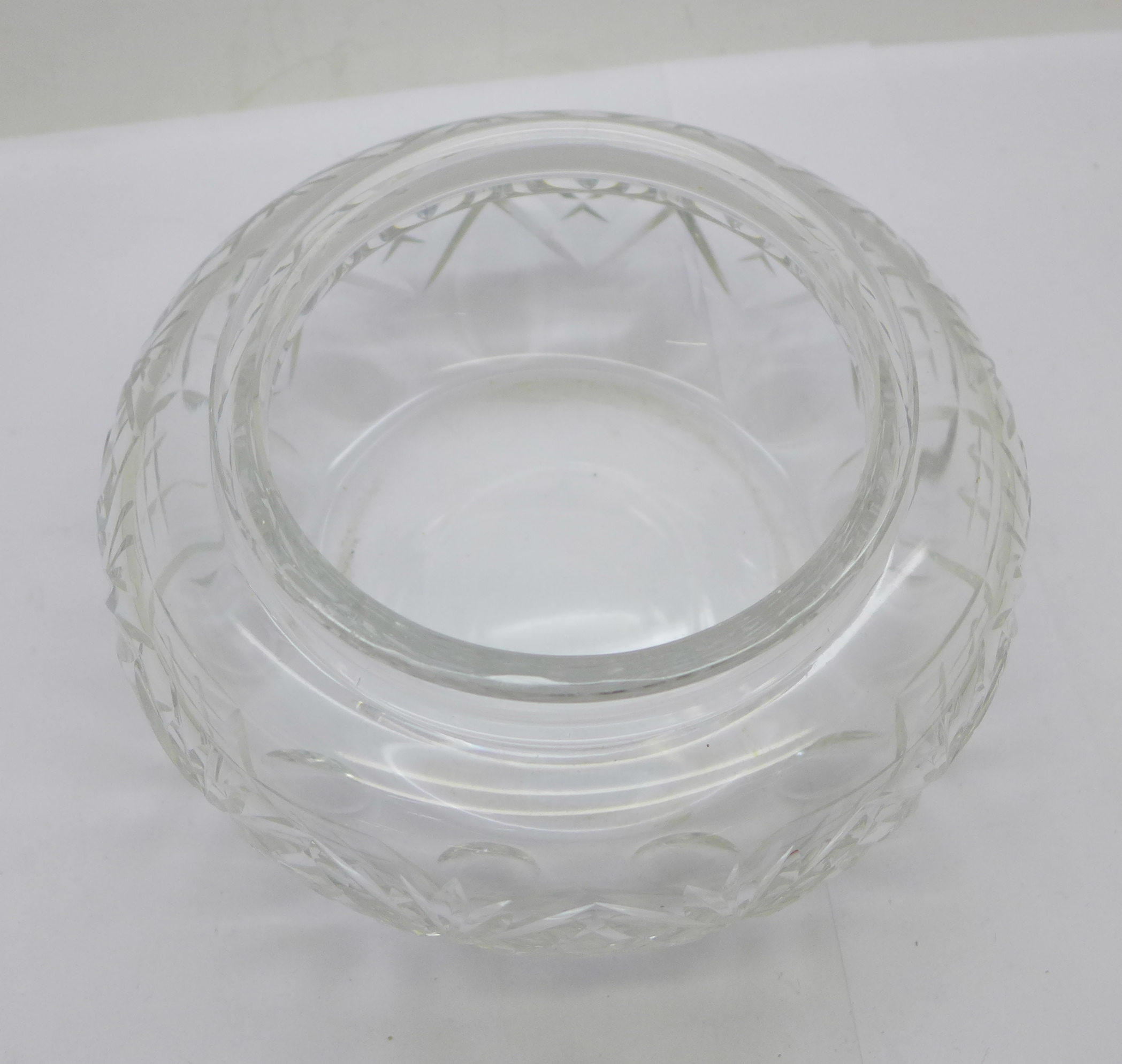 A large silver topped glass jar, the lid marked sterling silver and weighs 72g, diameter of glass - Image 4 of 5