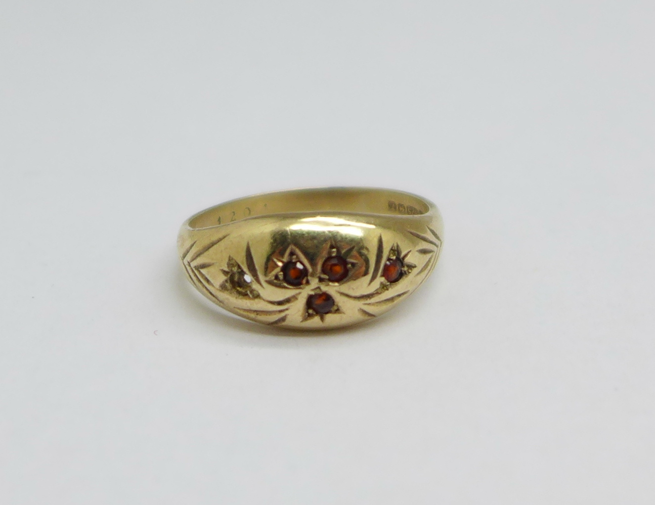 A 9ct gold and garnet ring, one stone missing, 2.8g, P