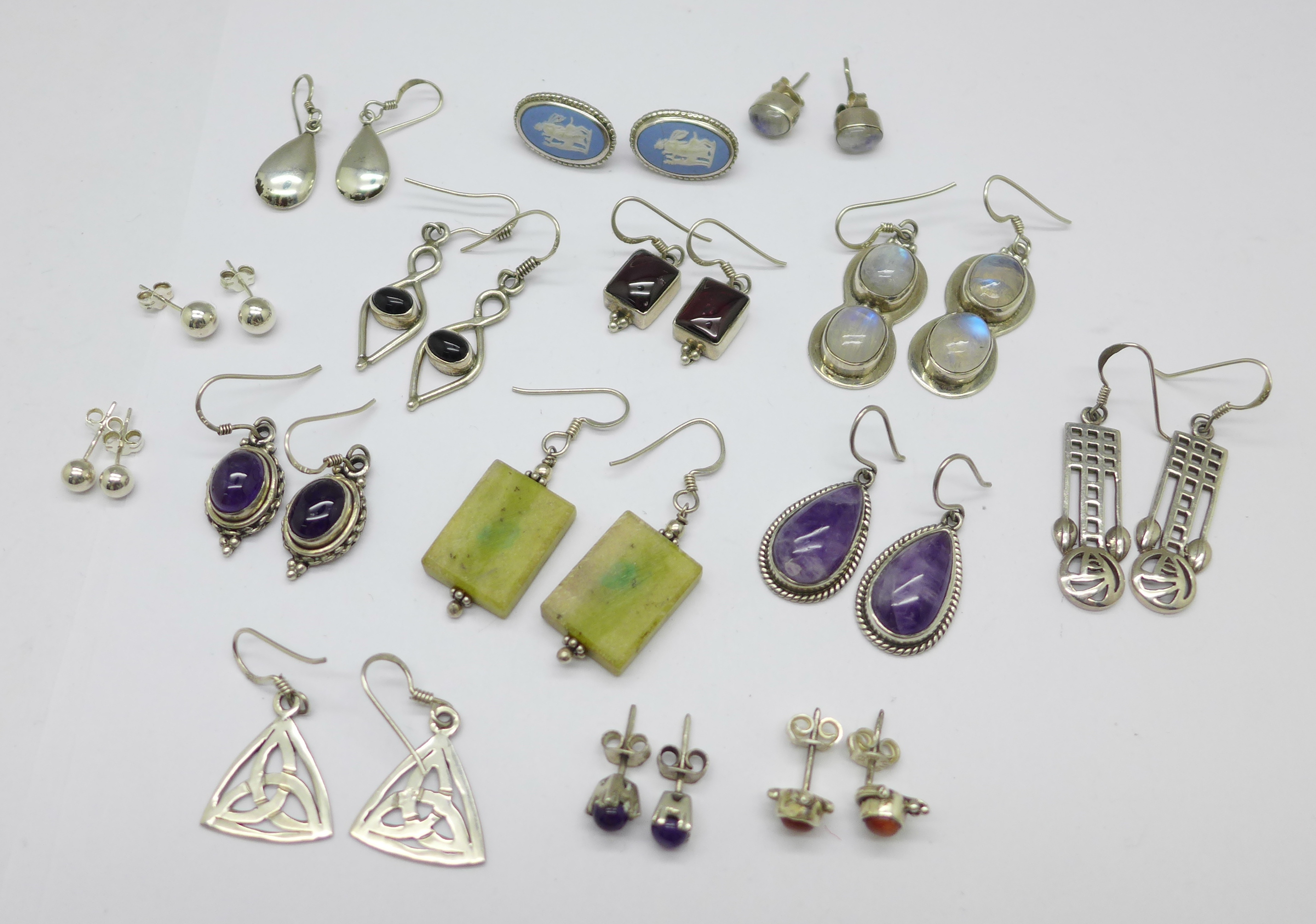 Fifteen pairs of silver and stone set earrings, total weight 60g