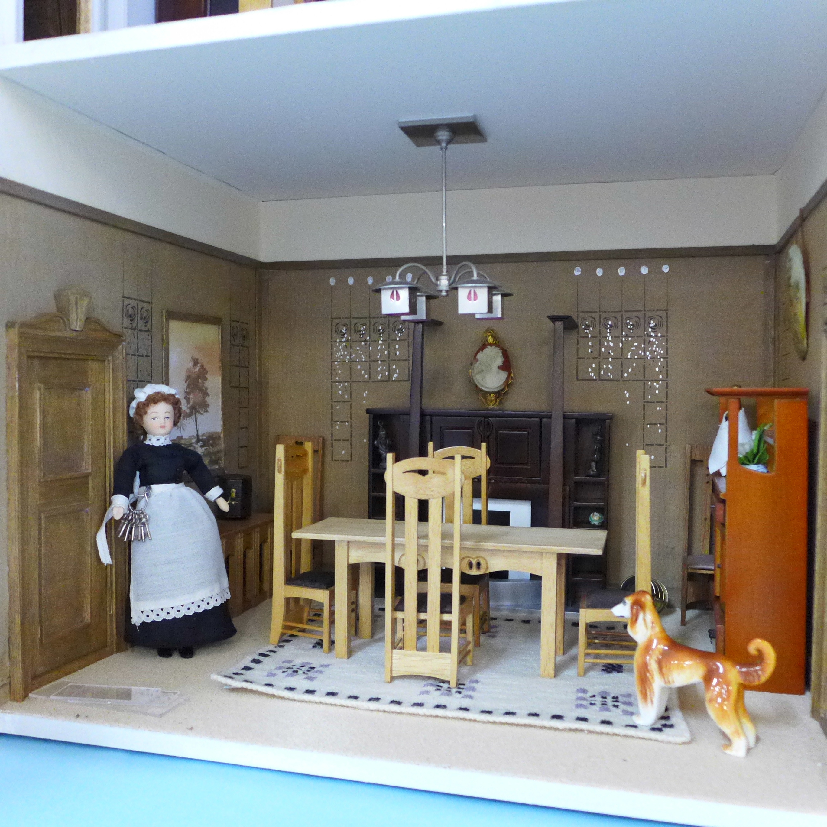 A Dolls House Emporiun Charles Rennie Makintosh-style Scottish House and Furniture. Assembled from a - Image 12 of 18