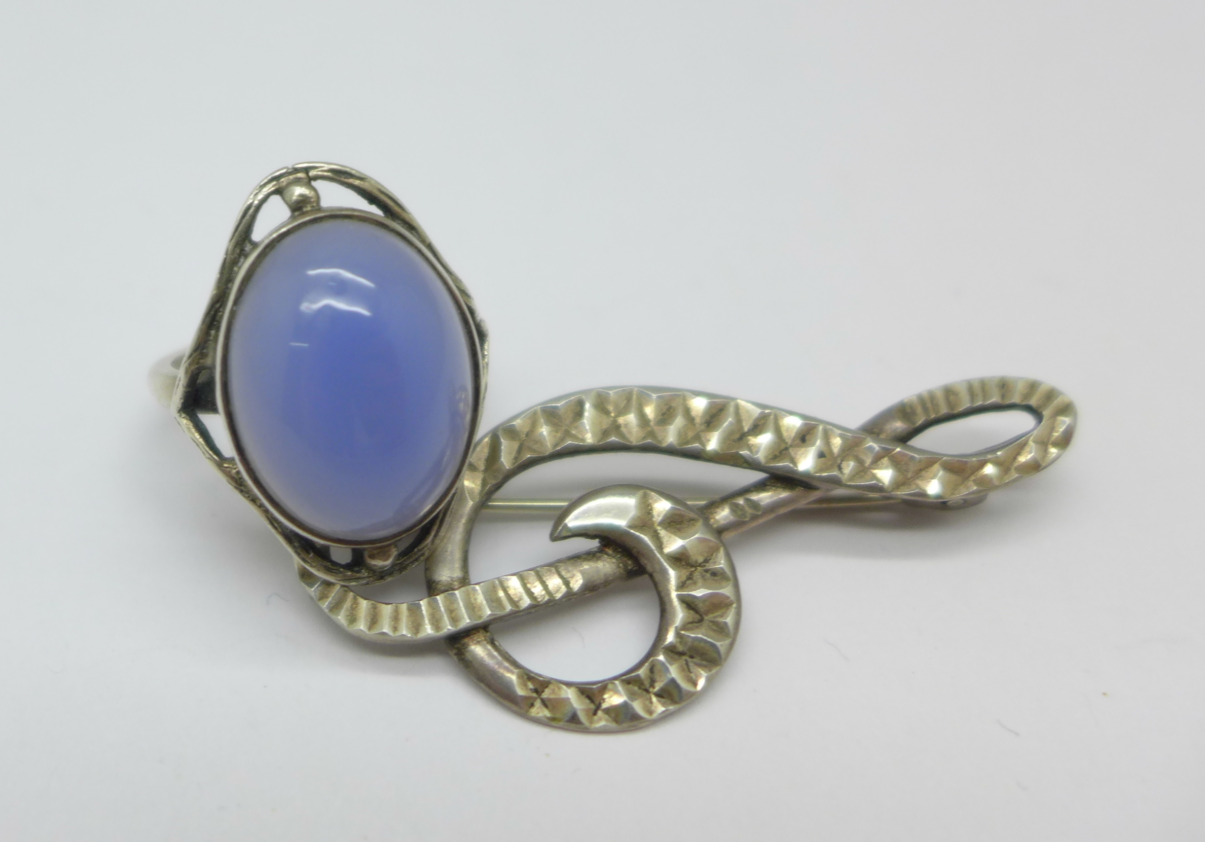 An Arts & Crafts silver ring set with chalcedony, L, and a treble clef brooch marked silver - Image 2 of 3