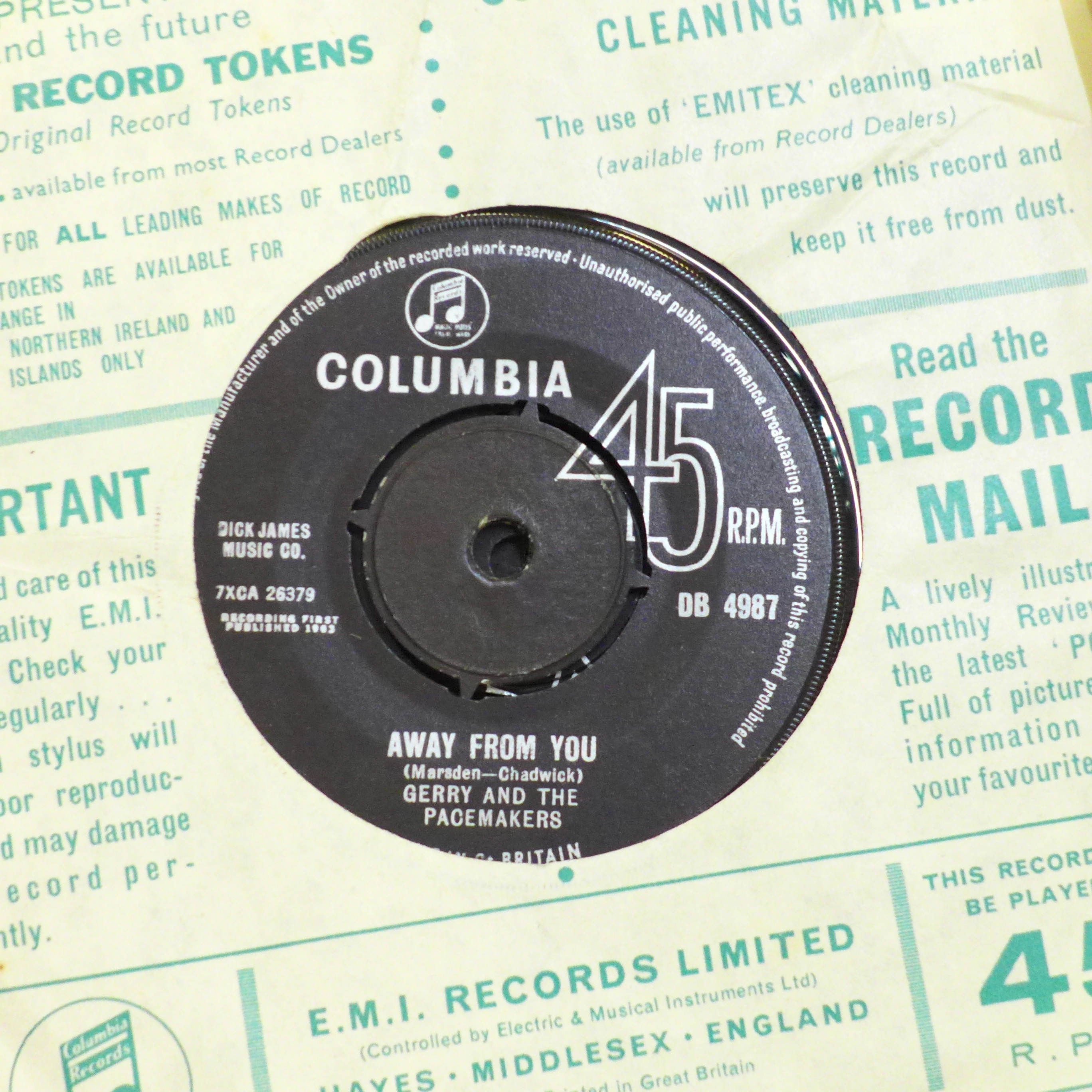 """Thirty-two 1960's 7"""" vinyl singles, pop music including The Beatles - Image 4 of 4"""