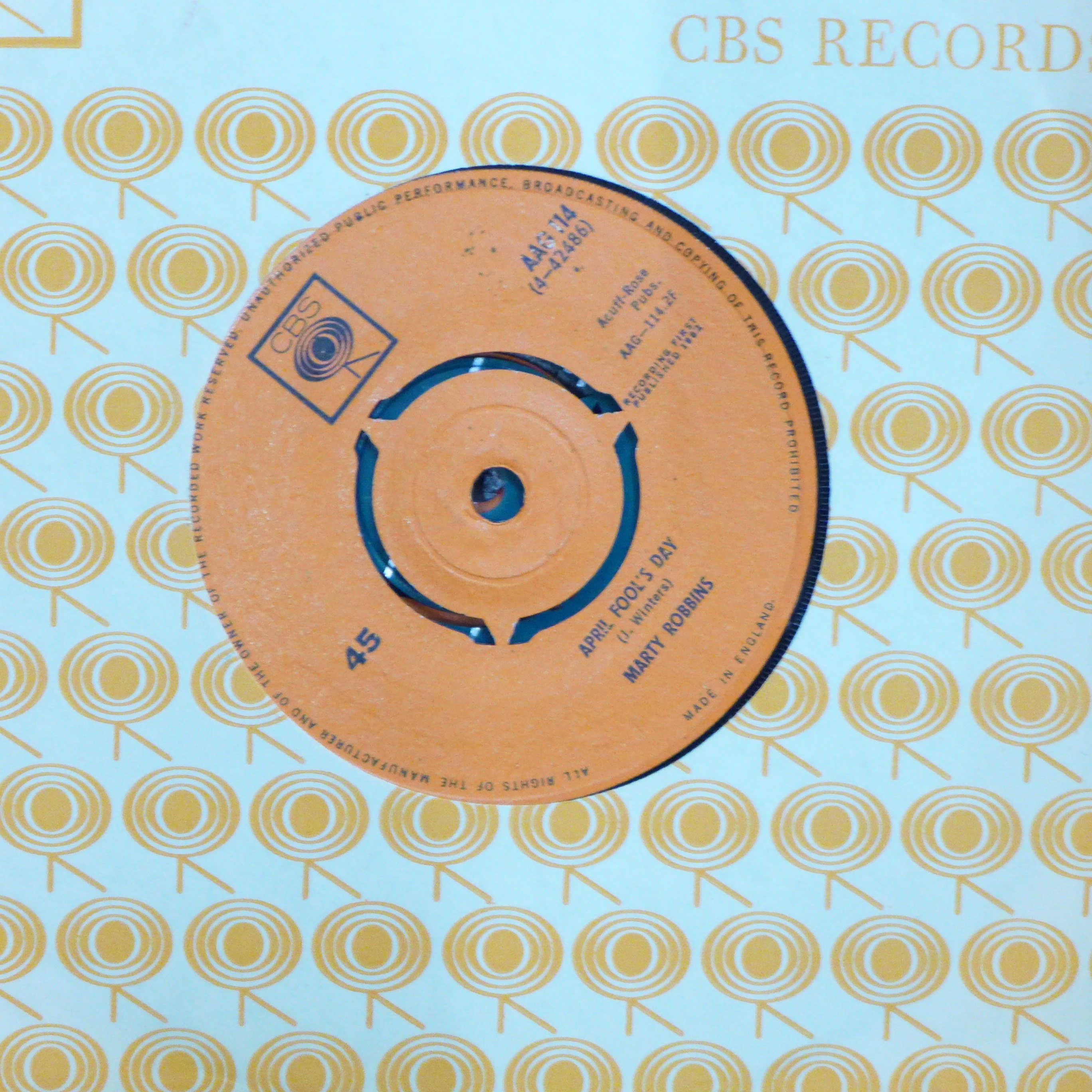 """Thirty-two 1960's 7"""" vinyl singles, pop music including The Beatles - Image 2 of 4"""