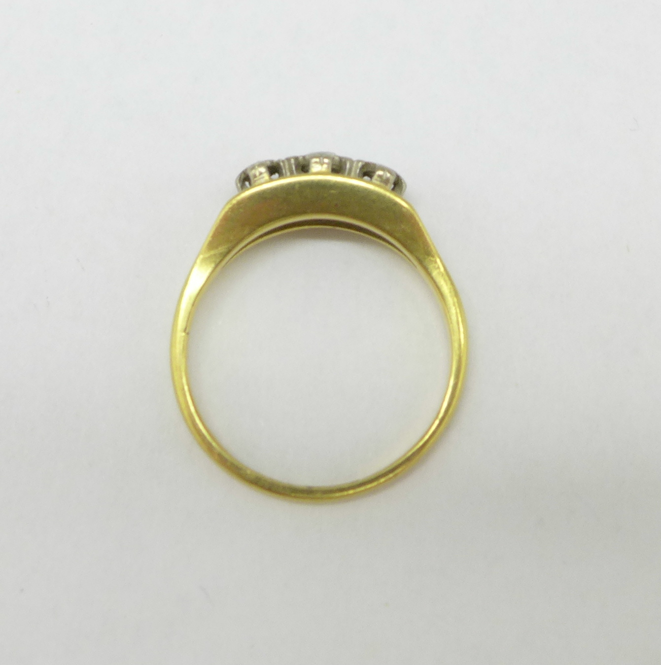 An 18ct gold and three stone diamond ring, 3.9g, Q - Image 3 of 3