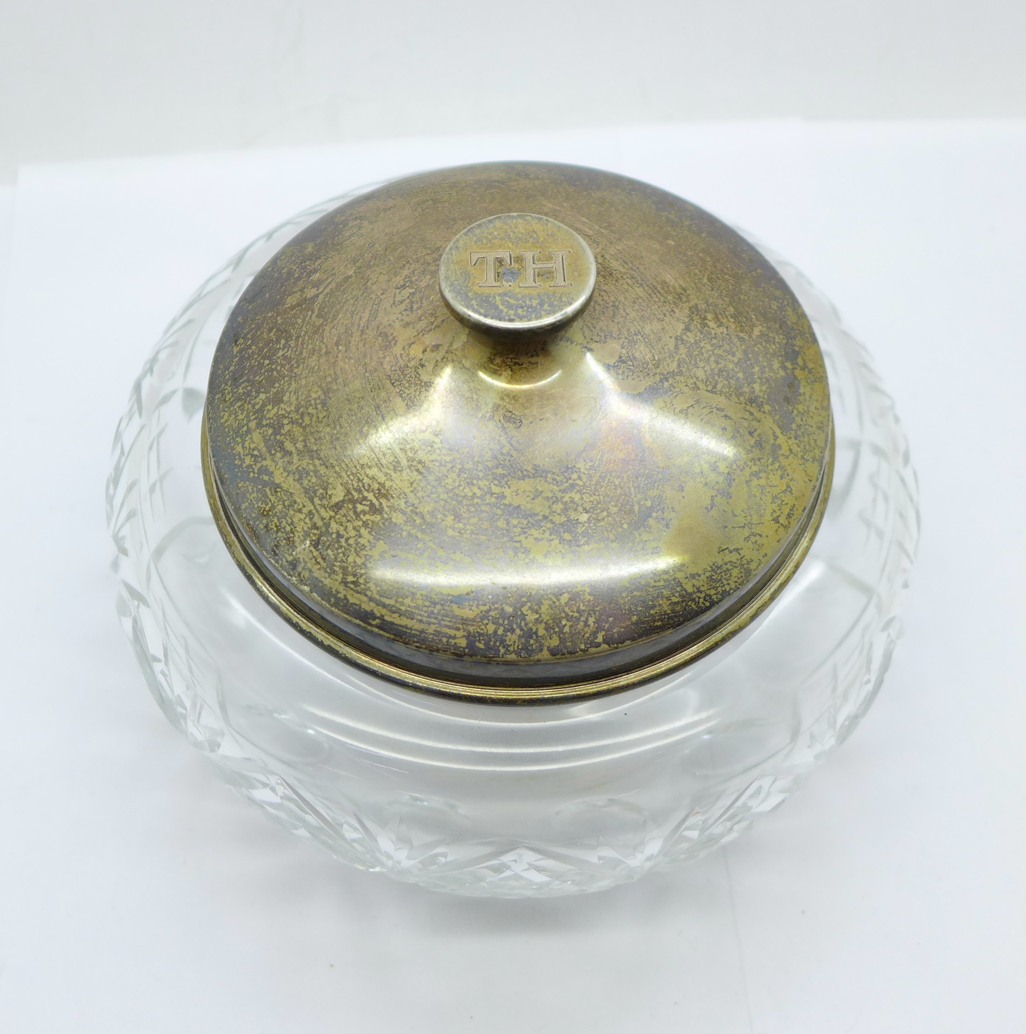 A large silver topped glass jar, the lid marked sterling silver and weighs 72g, diameter of glass - Image 2 of 5