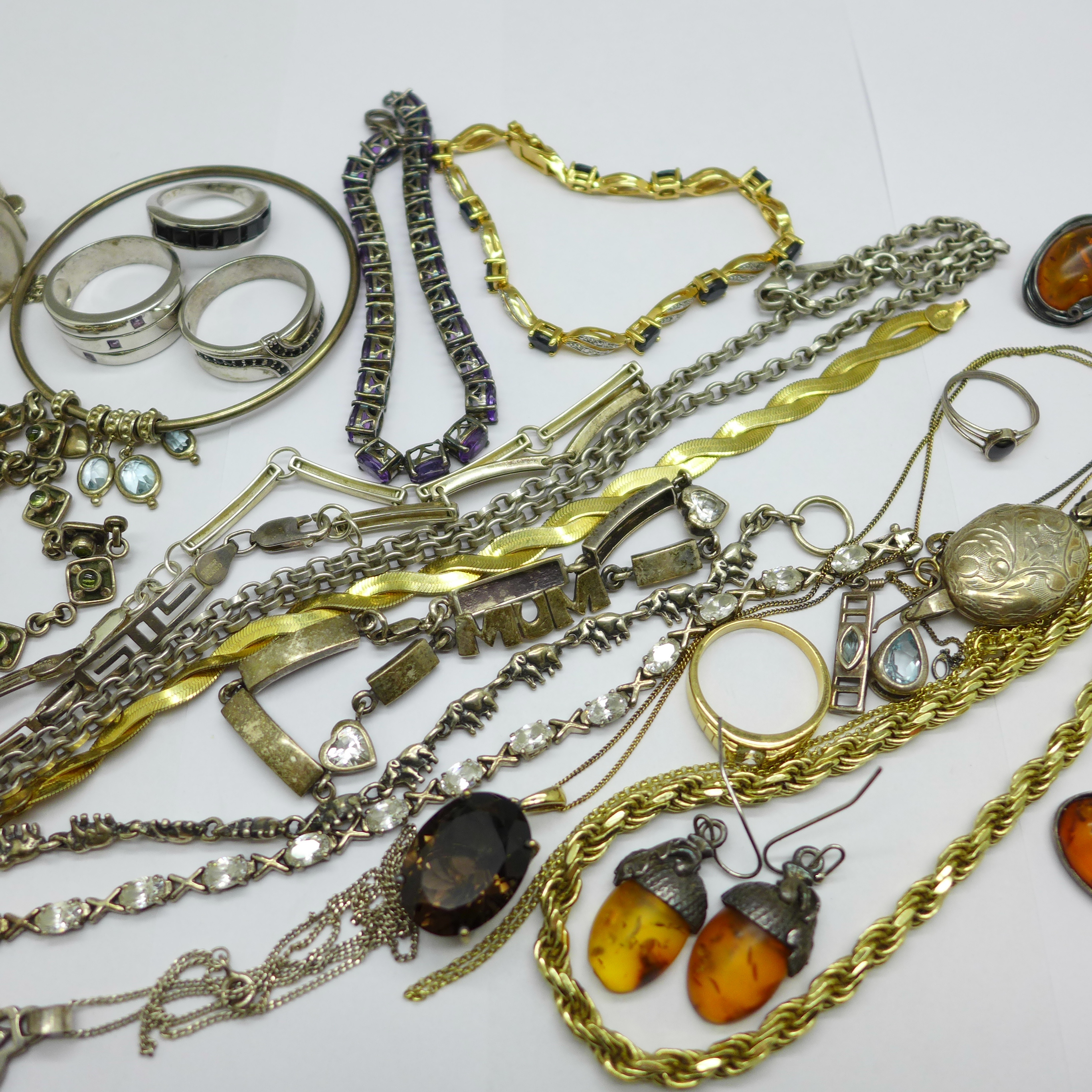 Silver jewellery including a hallmarked bangle, an elephant bracelet and a Thomas Sabo neck chain, - Image 4 of 5