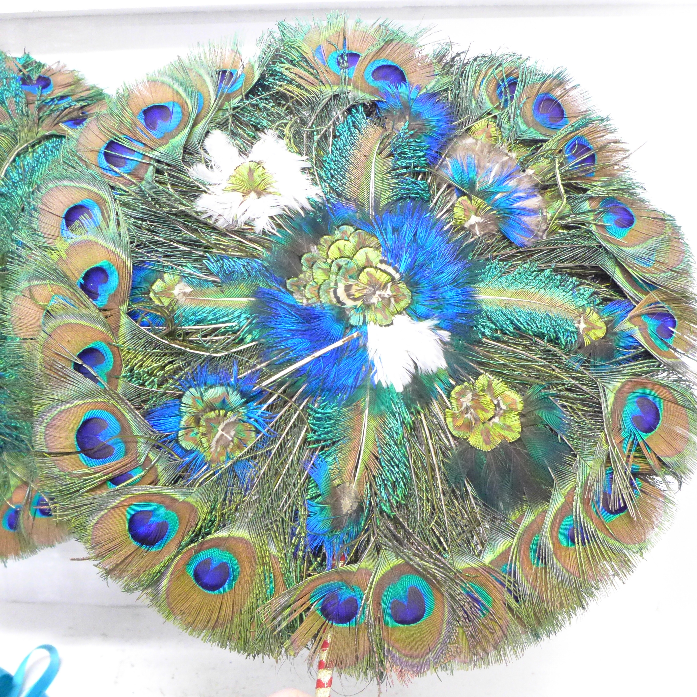 A pair of peacock feather fans - Image 2 of 2