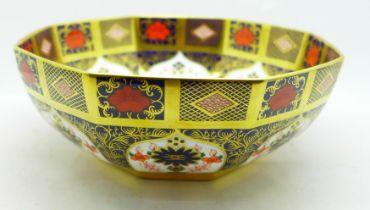 A Royal Crown Derby Imari bowl, second, 20.5cm